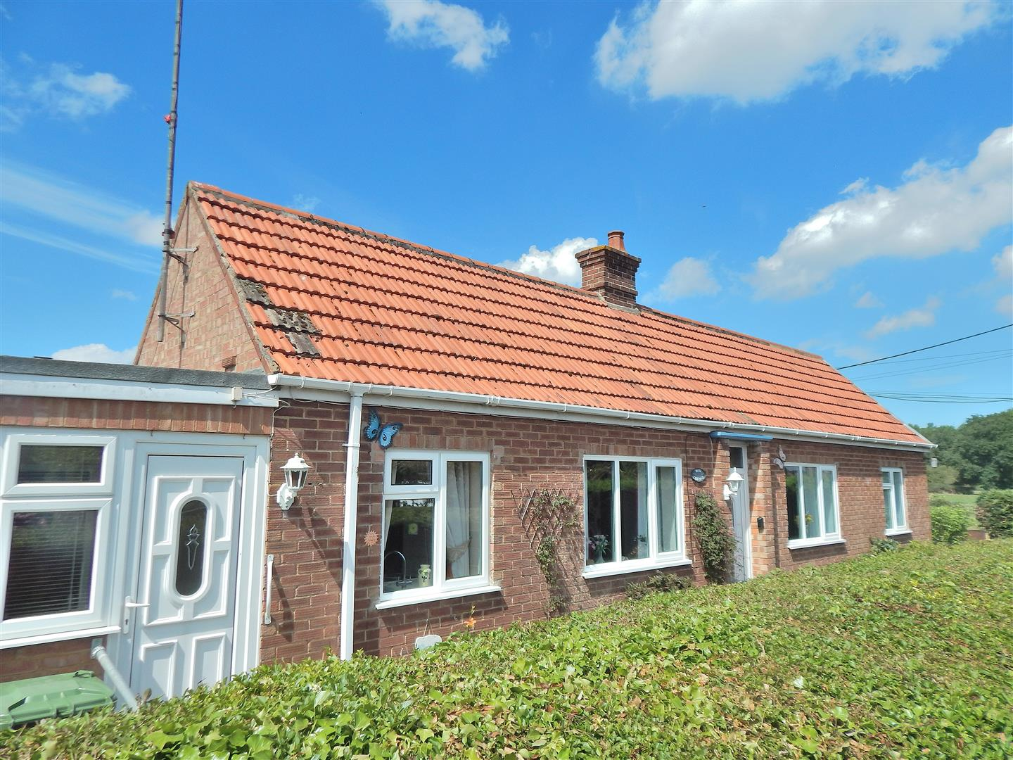 2 bed detached bungalow for sale in King's Lynn, PE31 6NJ  - Property Image 1