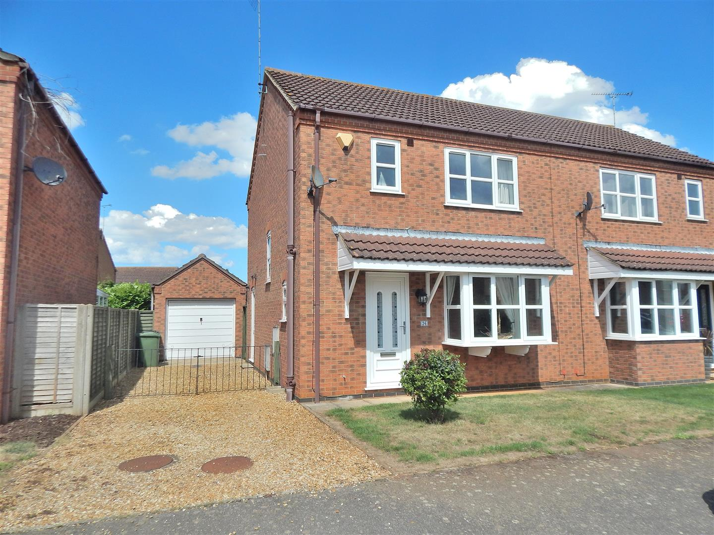 3 bed semi-detached house for sale in King's Lynn, PE31 6UT - Property Image 1