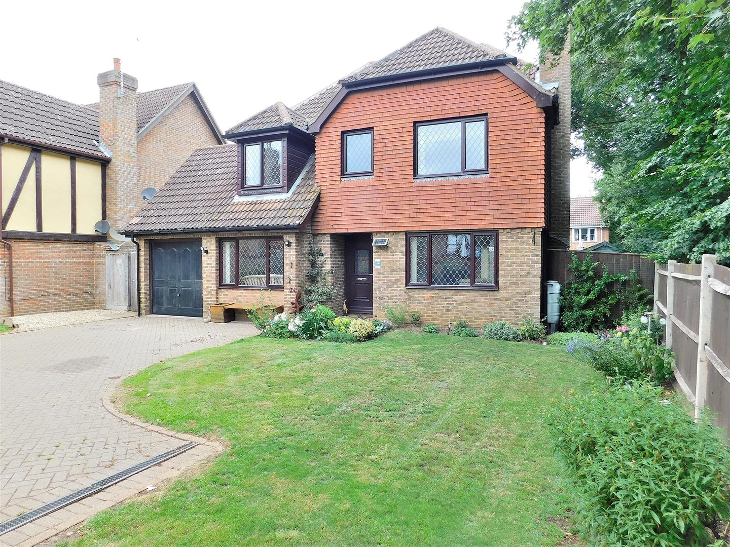 4 bed detached house for sale in King's Lynn, PE33 0EG  - Property Image 1