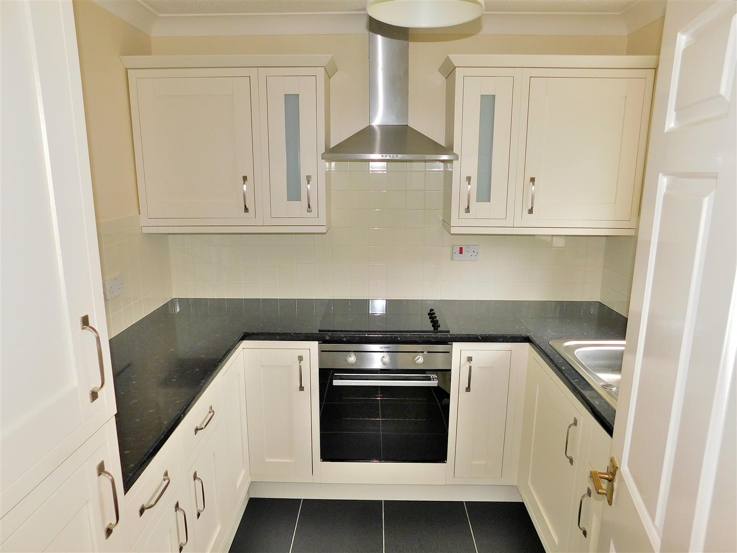 2 bed flat for sale in King's Lynn, PE30 1EG  - Property Image 4