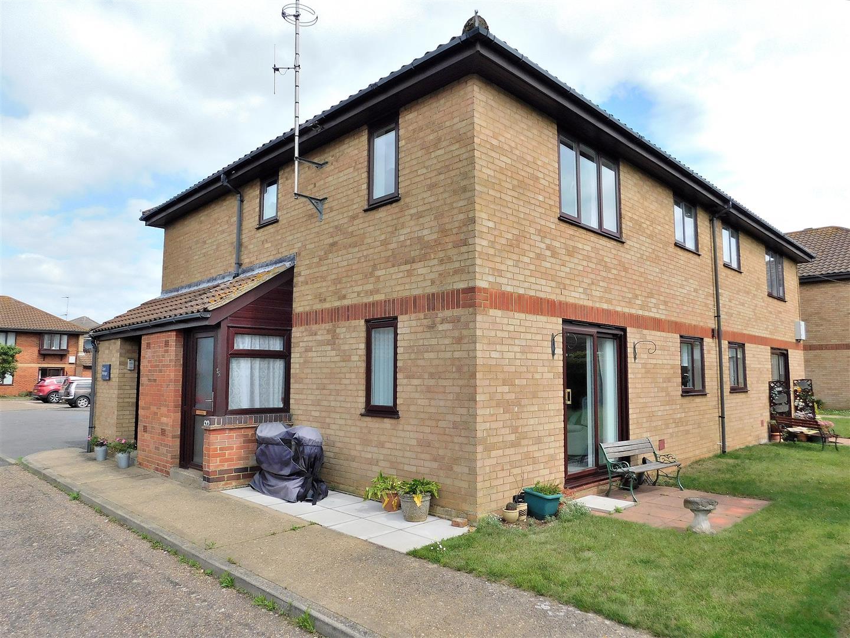 2 bed flat for sale in Silfield Gardens, Hunstanton  - Property Image 1