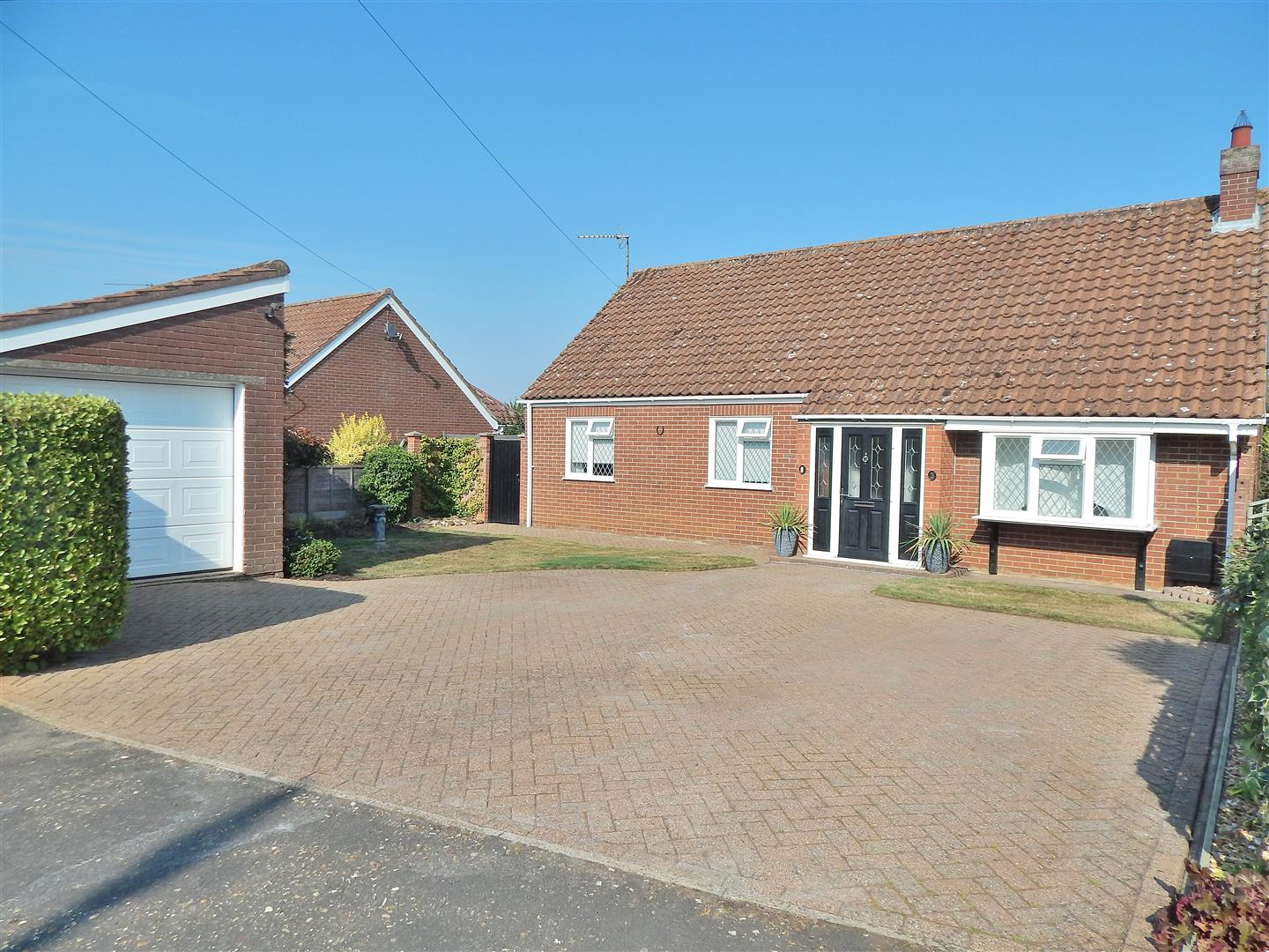 3 bed detached bungalow for sale in King's Lynn, PE31 6YE 0