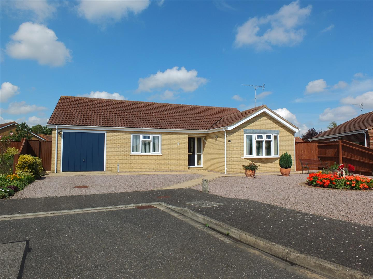 3 bed detached bungalow for sale in Long Sutton Spalding, PE12 9FT  - Property Image 1