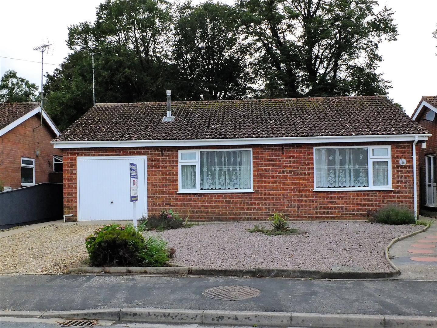 2 bed detached bungalow to rent in Long Sutton Spalding, PE12 9LZ  - Property Image 1