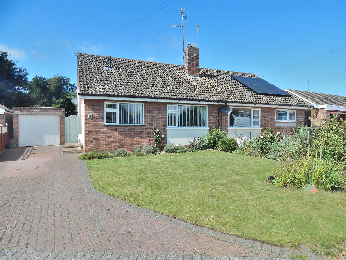 2 bed semi-detached bungalow for sale in King's Lynn, PE31 6JL - Property Image 1