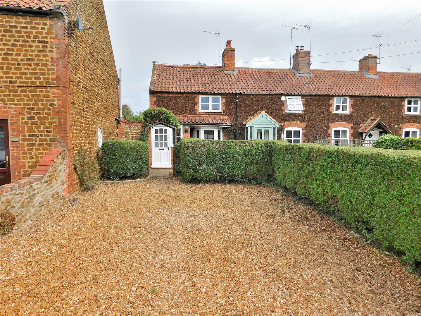 2 bed cottage for sale in Chapel Road, King's Lynn  - Property Image 1