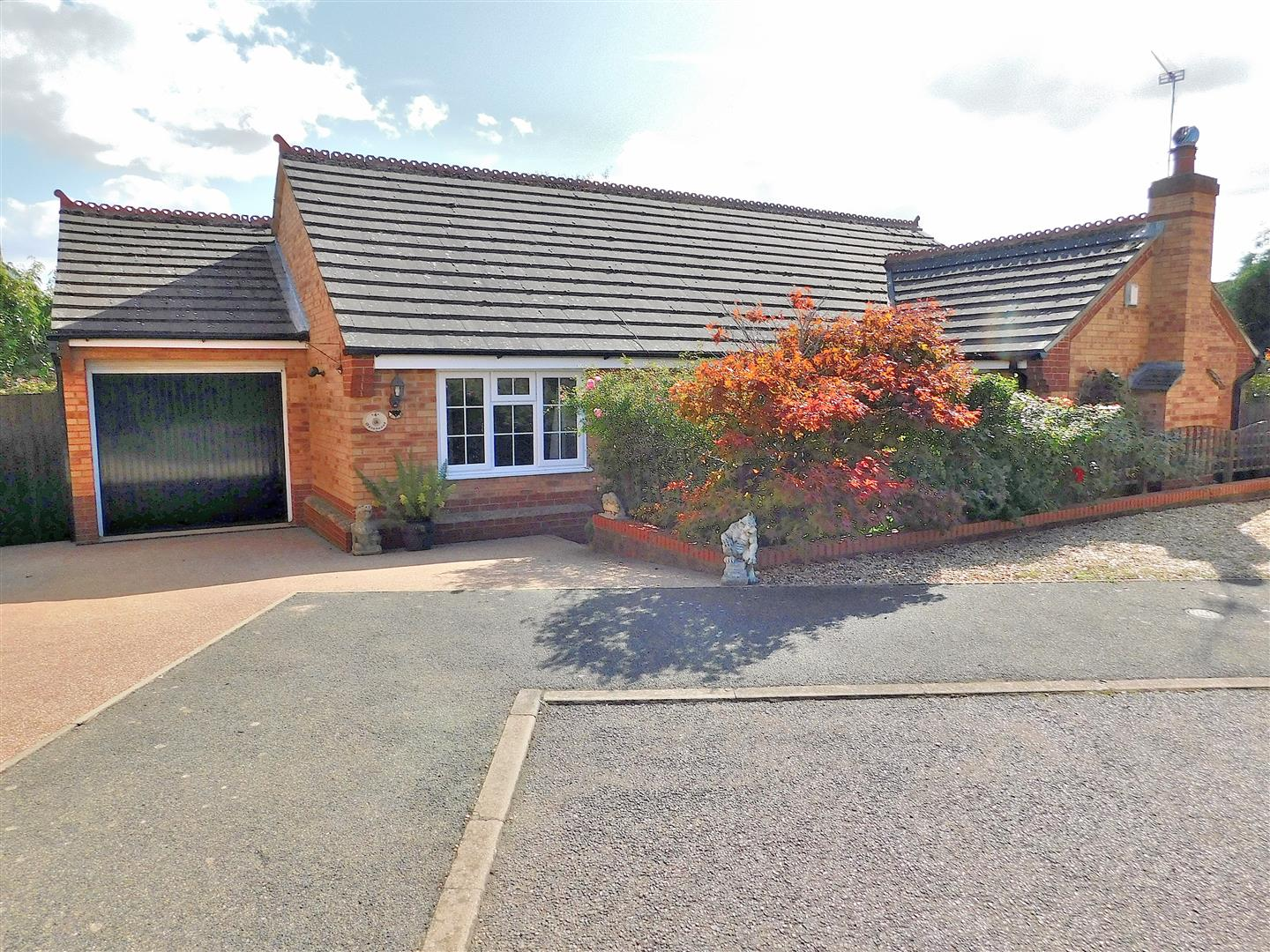 3 bed detached bungalow for sale in Howard Close, King's Lynn  - Property Image 1