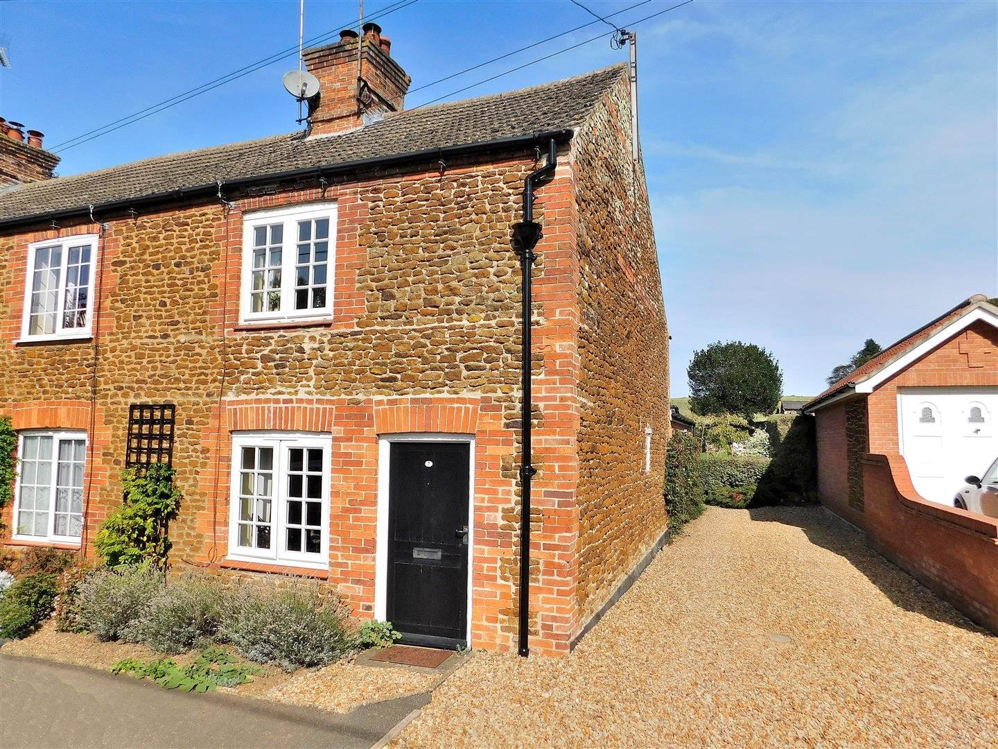 2 bed cottage for sale in King's Lynn, PE31 6JA - Property Image 1