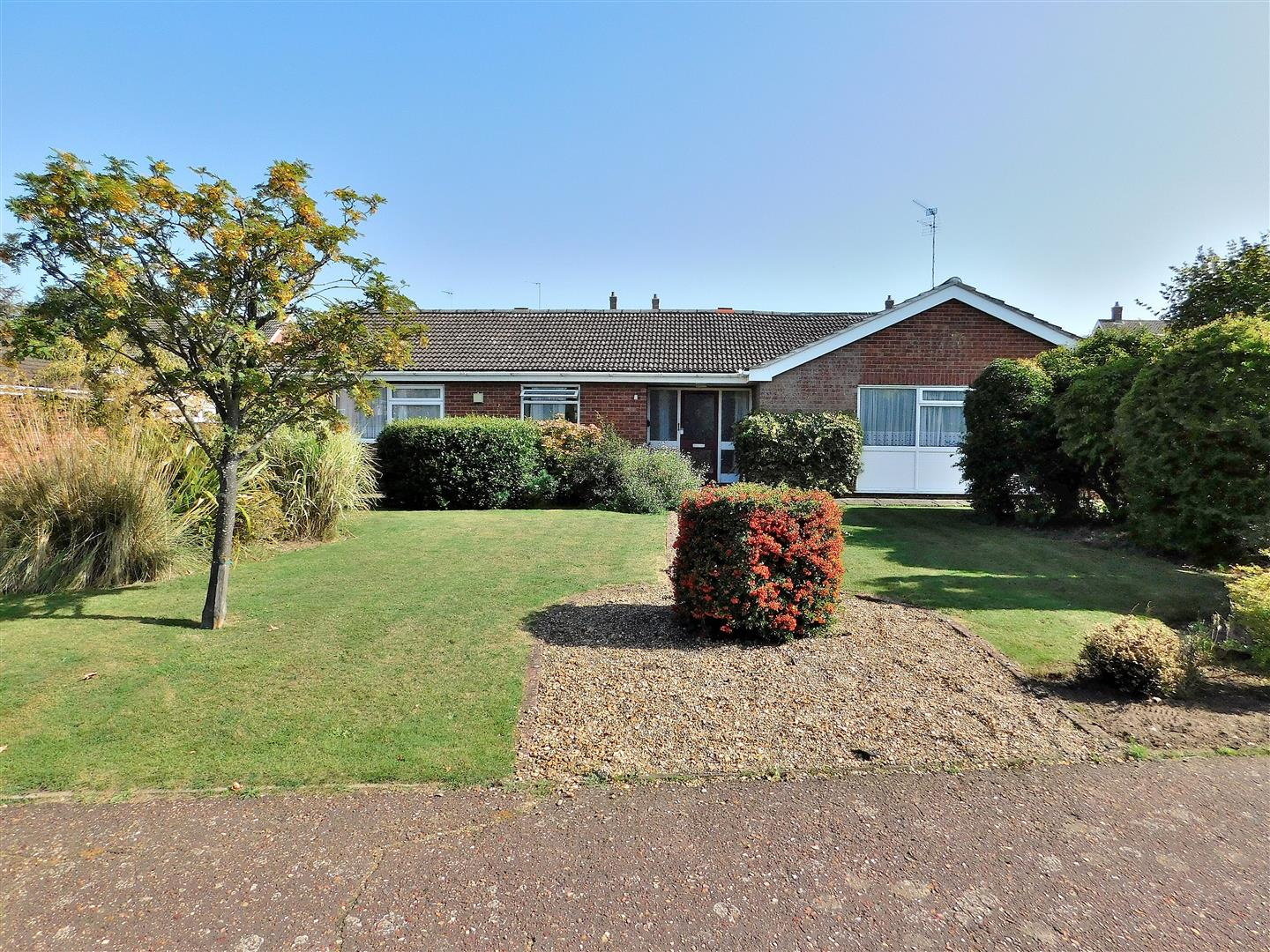 3 bed detached bungalow for sale in Poplar Drive, King's Lynn  - Property Image 1