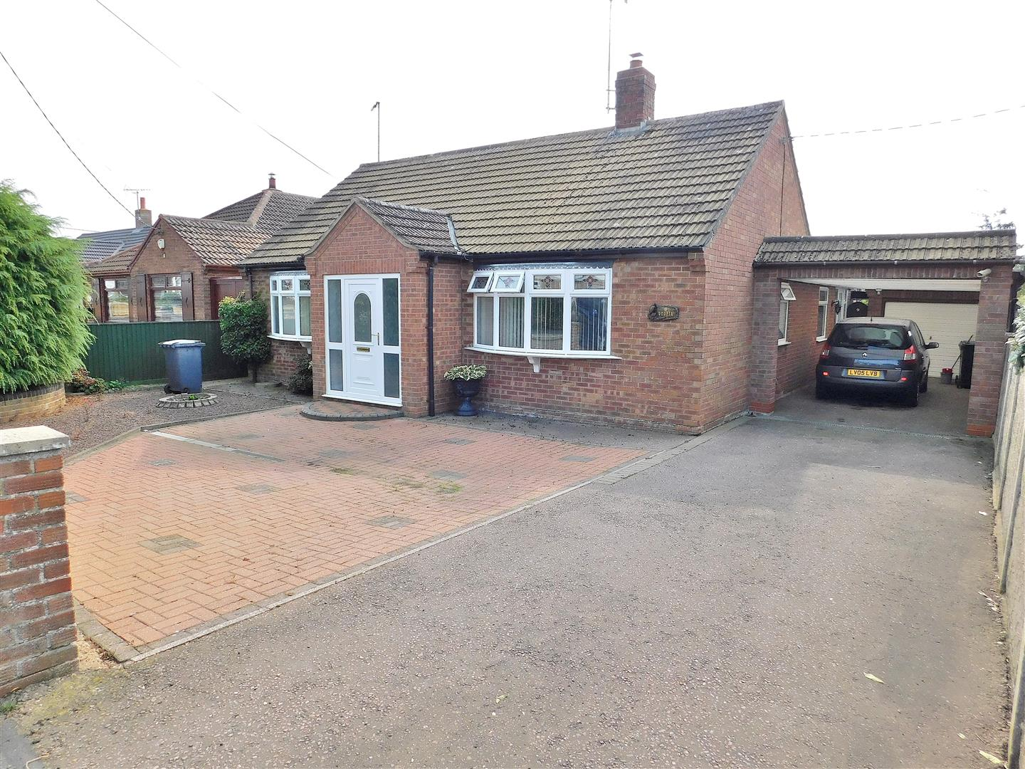 3 bed detached bungalow for sale in King's Lynn, PE33 0QG - Property Image 1