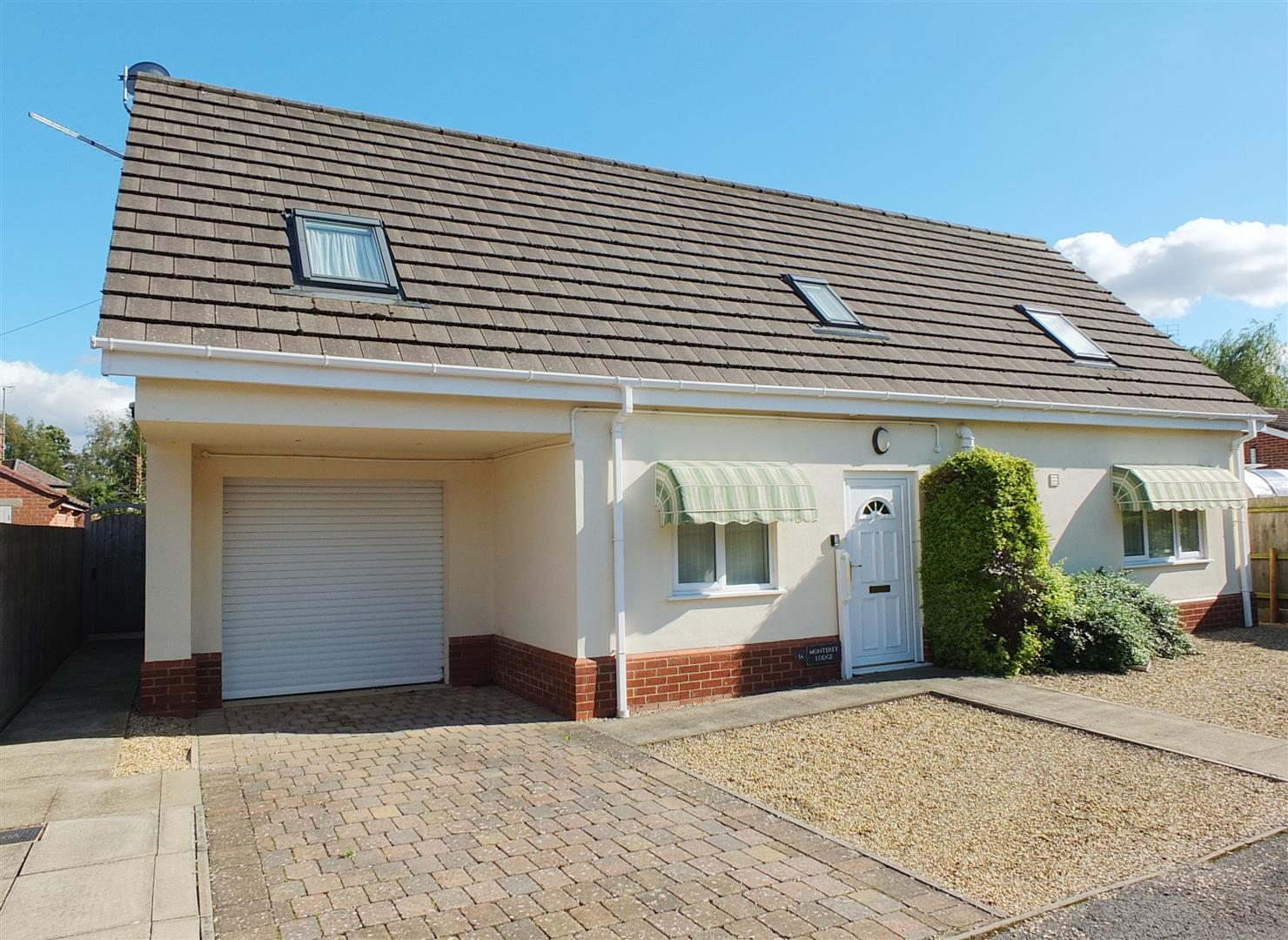 3 bed detached bungalow for sale in Long Sutton Spalding, PE12 9EP - Property Image 1
