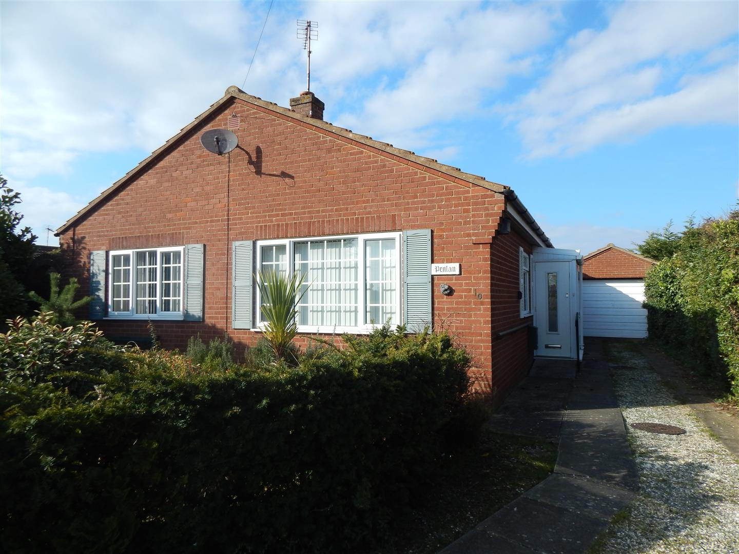 2 bed detached bungalow for sale in Broadlands Close, King's Lynn, PE31