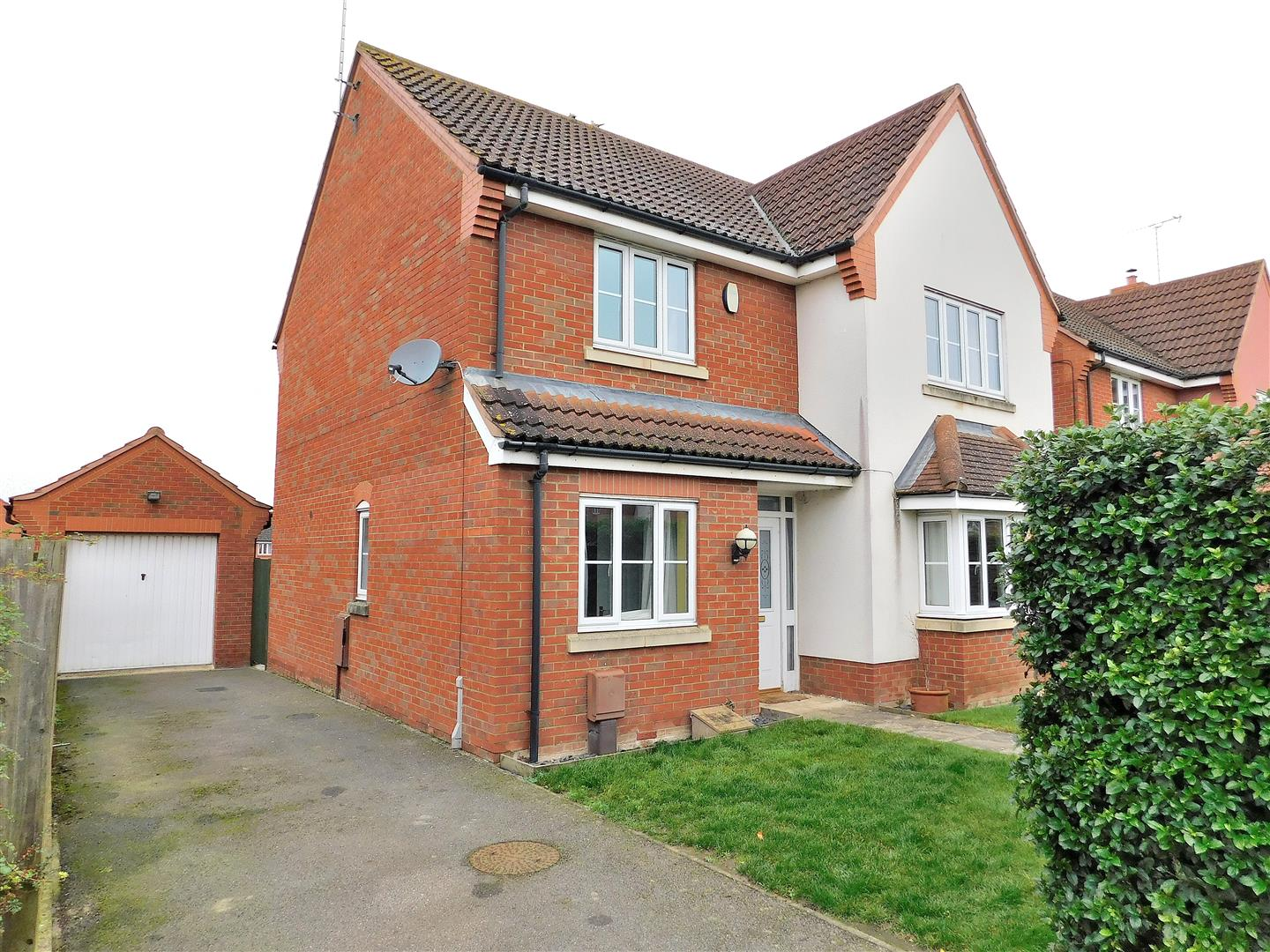 4 bed detached house for sale in King's Lynn, PE30 4GJ - Property Image 1