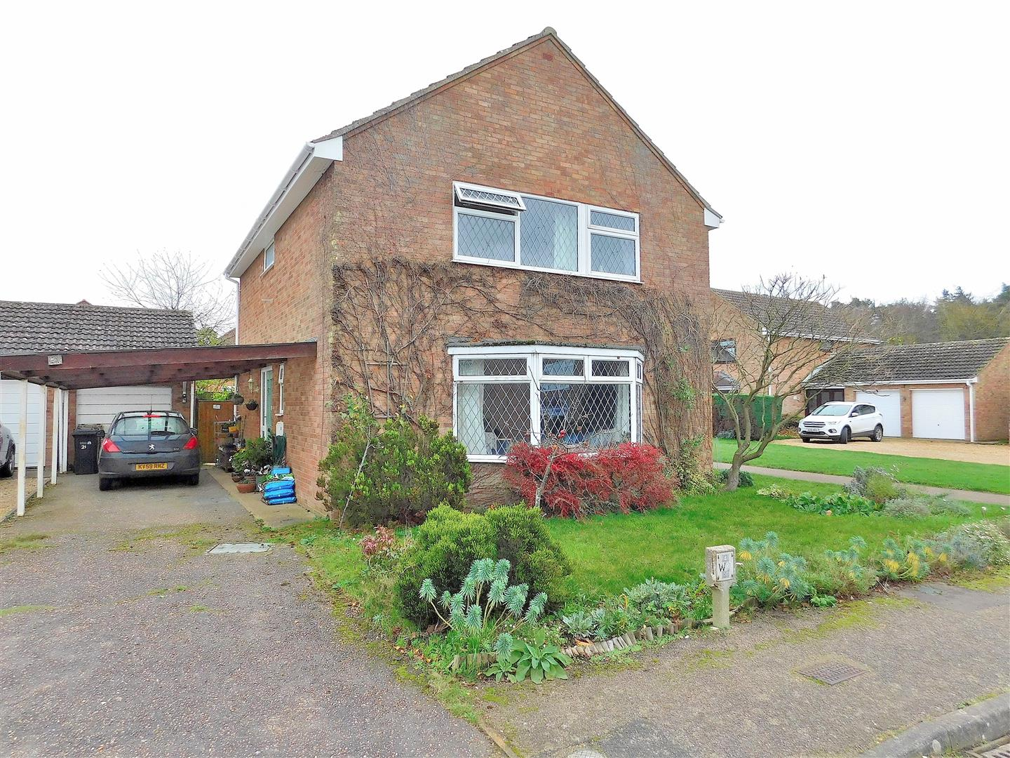 4 bed detached house for sale in King's Lynn, PE30 3NL - Property Image 1
