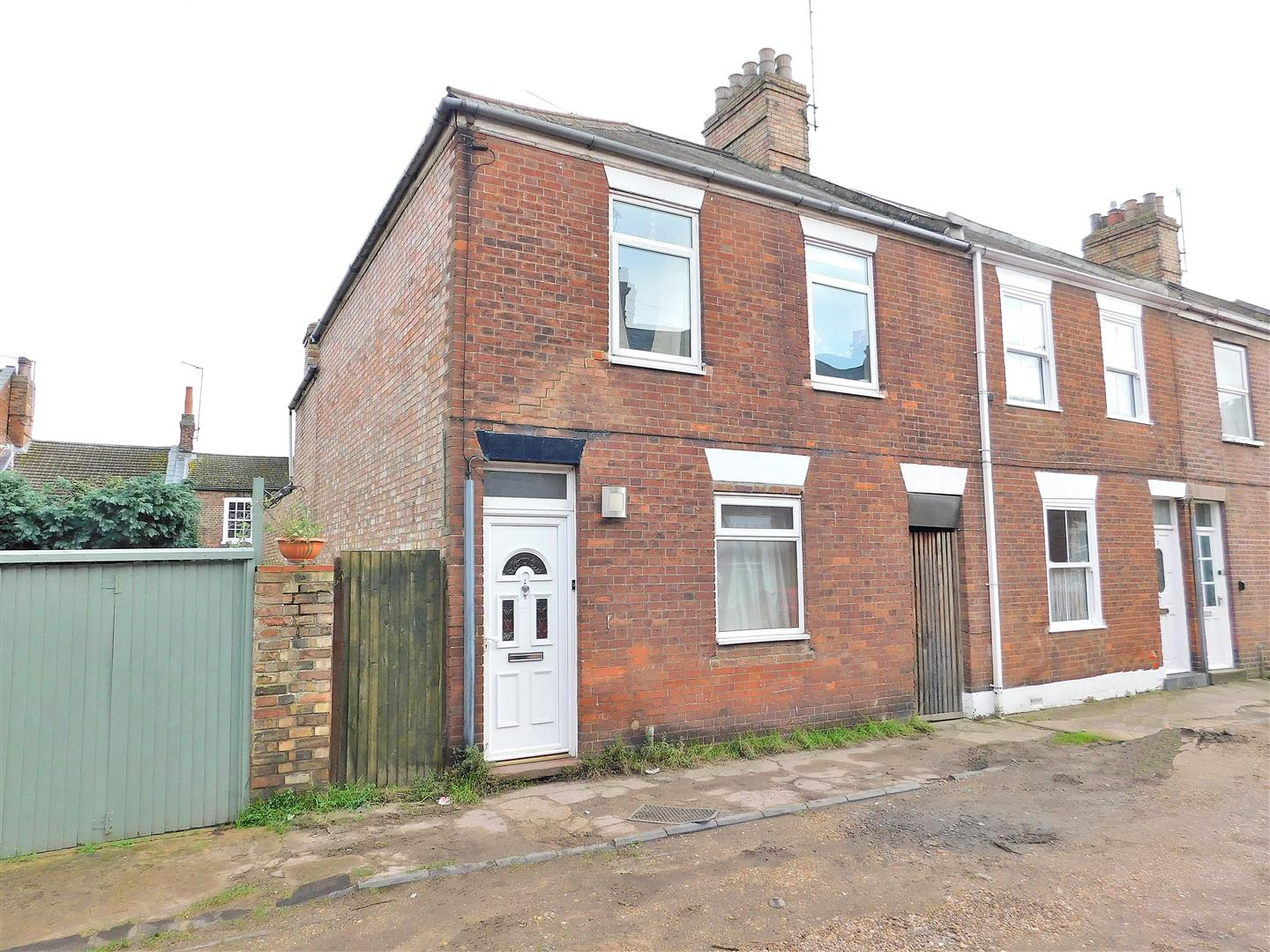 3 bed end of terrace house for sale in Albert Avenue, King's Lynn, PE30
