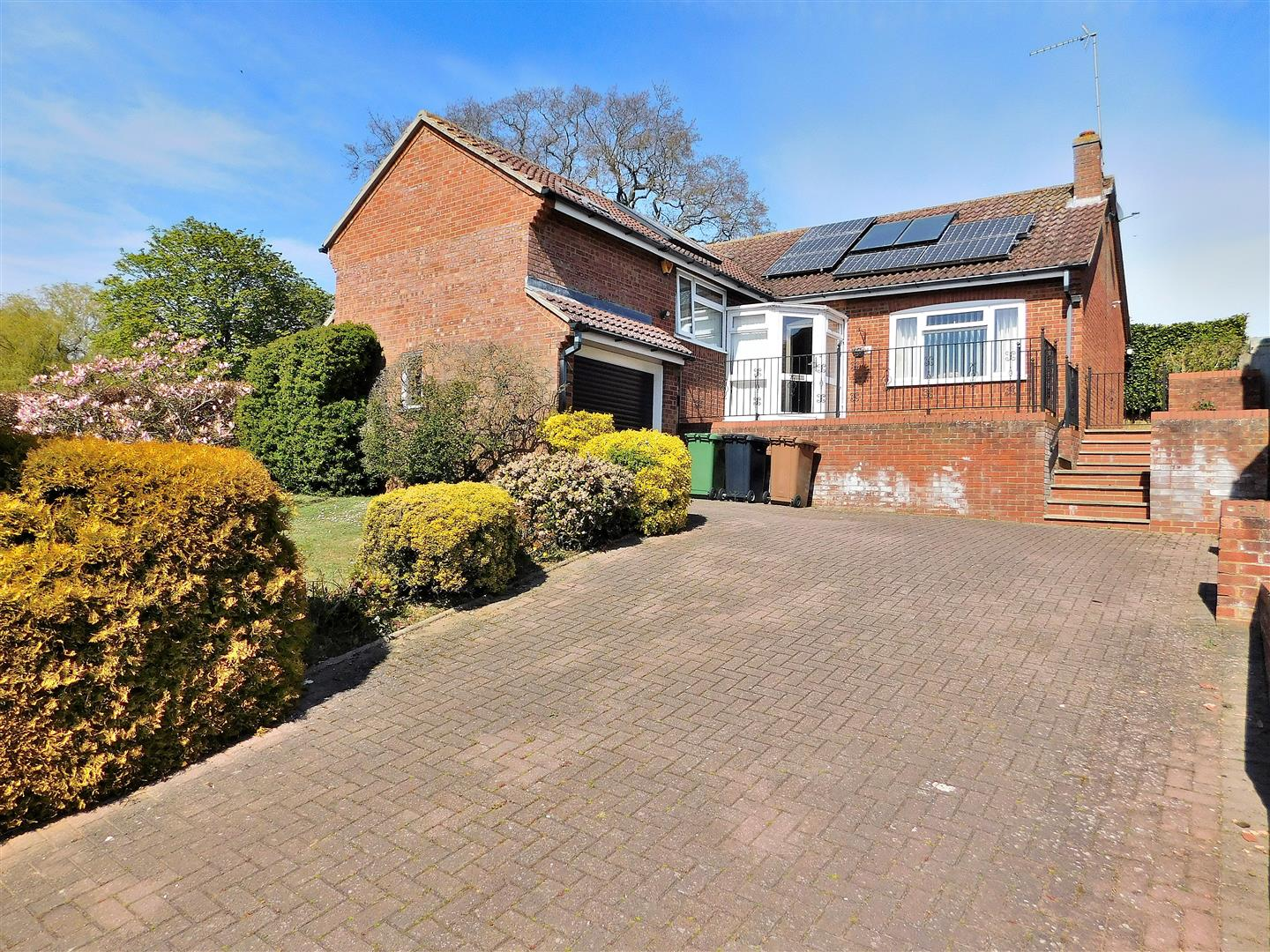 3 bed detached bungalow for sale in Tudor Way, King's Lynn  - Property Image 1