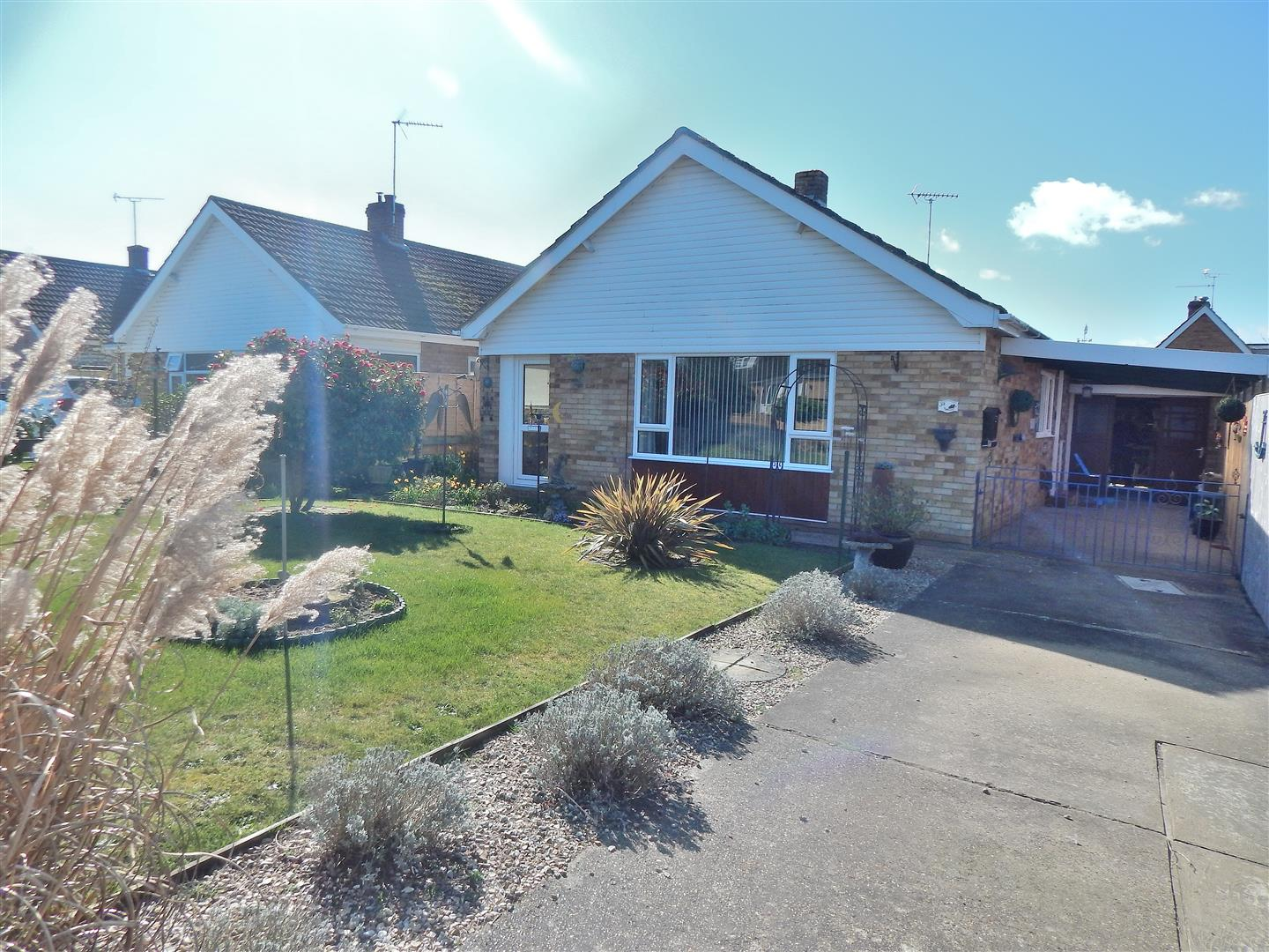 2 bed detached bungalow for sale in Valley Rise, King's Lynn - Property Image 1