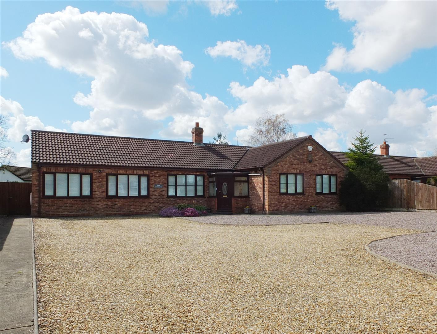 3 bed detached bungalow for sale in Cherry Lane, Fleet Hargate Holbeach Spalding - Property Image 1