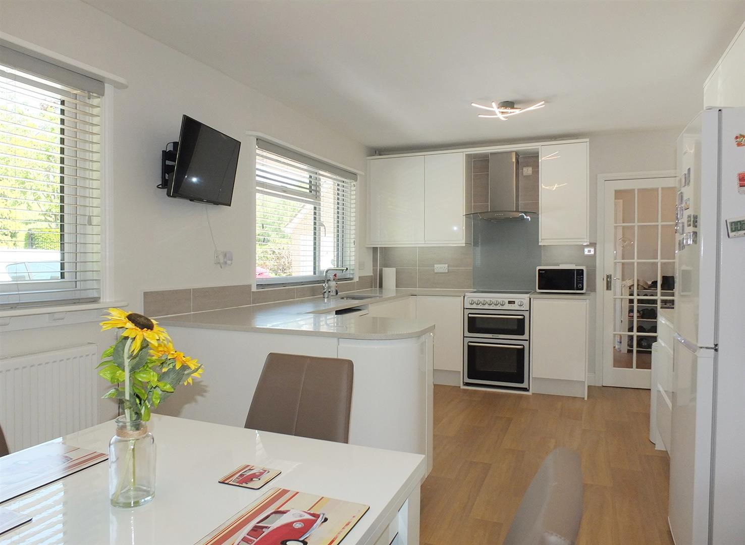 5 bed detached bungalow for sale in Main Street, Gedney Dyke Spalding  - Property Image 3