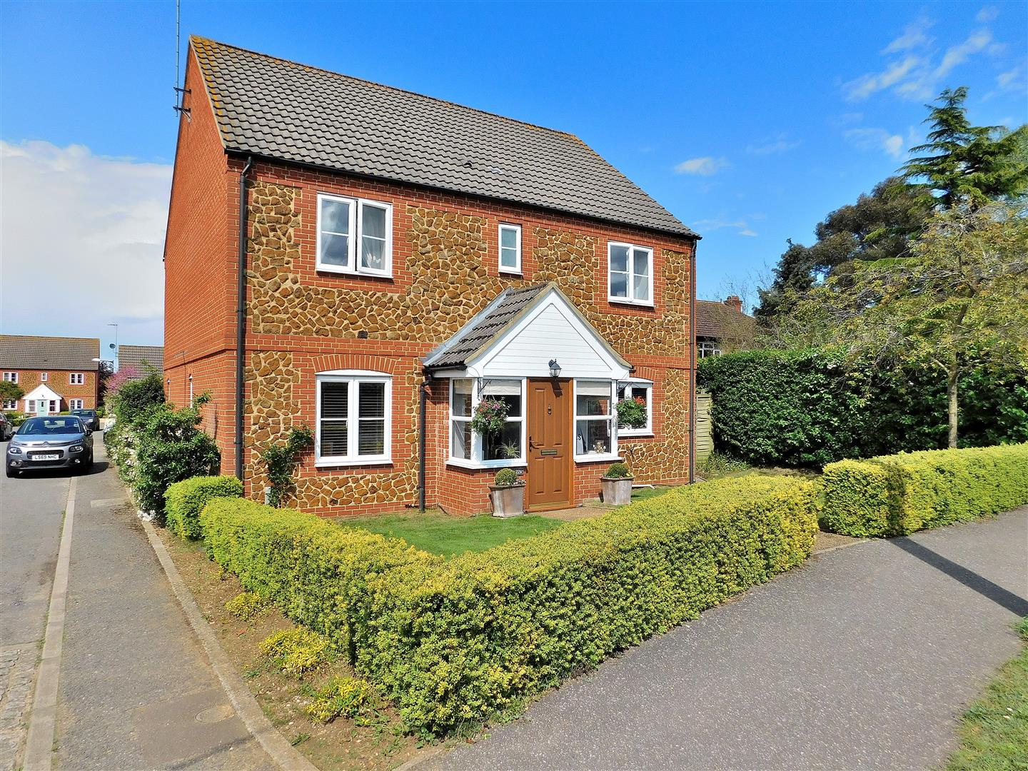 4 bed detached house for sale in Station Road, King's Lynn - Property Image 1