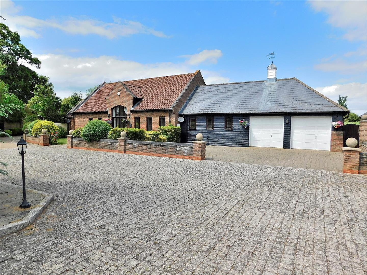 4 bed chalet for sale in Station Road, Clenchwarton King's Lynn - Property Image 1