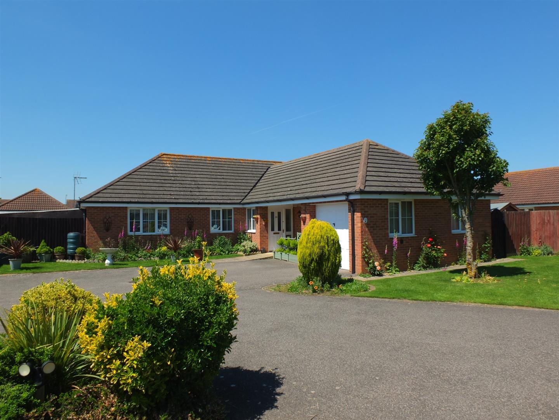 4 bed detached bungalow for sale in Grebe Close, Sutton Bridge Spalding, PE12