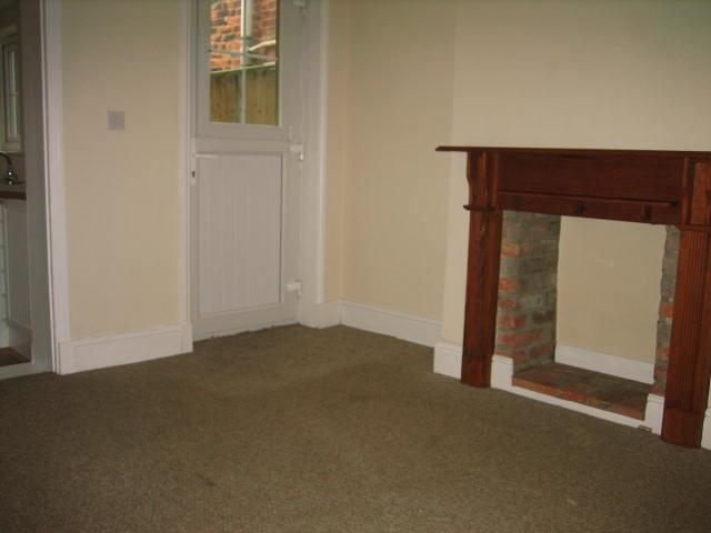 2 bed house to rent in West Street, Long Sutton Spalding 1