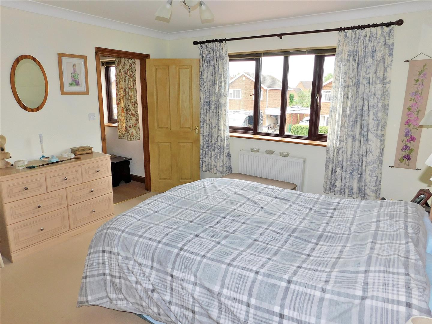 3 bed detached house for sale in Popes Lane, King's Lynn  - Property Image 10