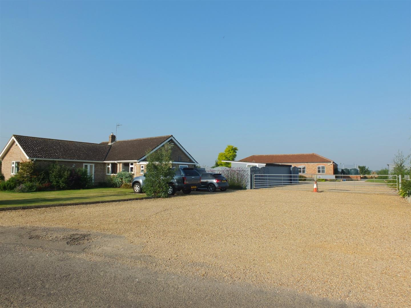 4 bed detached bungalow for sale in Little Marsh Lane, Fleet Holbeach Spalding  - Property Image 1
