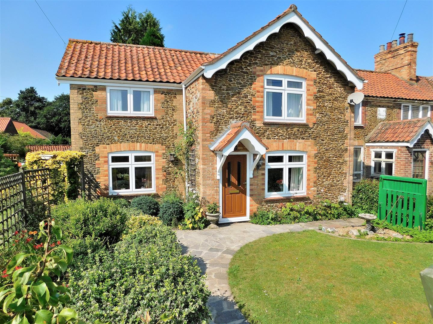 3 bed end of terrace house for sale in Church Hill, King's Lynn, PE32