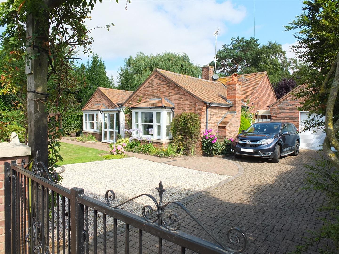 3 bed detached bungalow for sale in London Road, Long Sutton Spalding  - Property Image 1