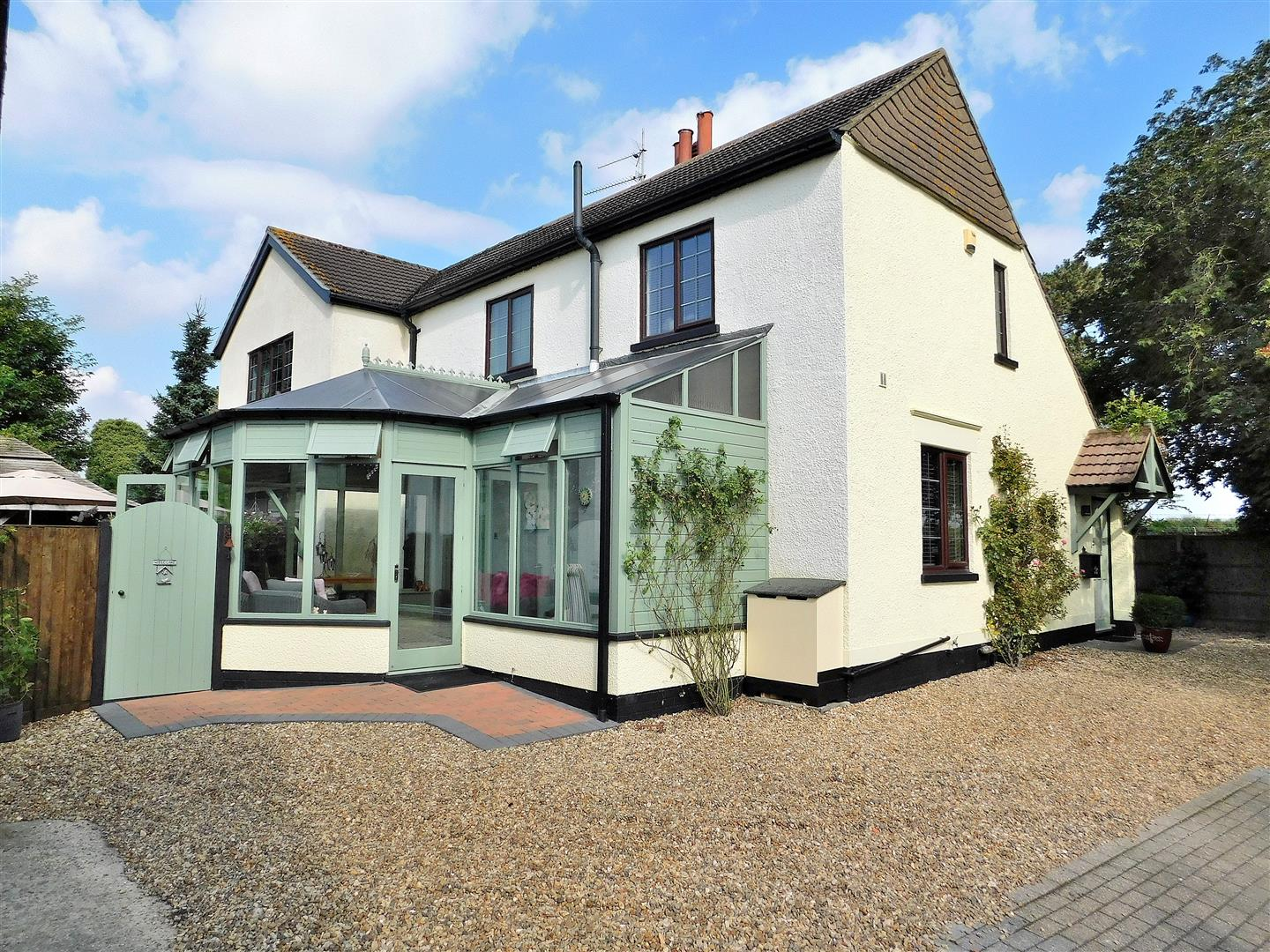 4 bed detached house for sale in Waterworks Road, King's Lynn - Property Image 1