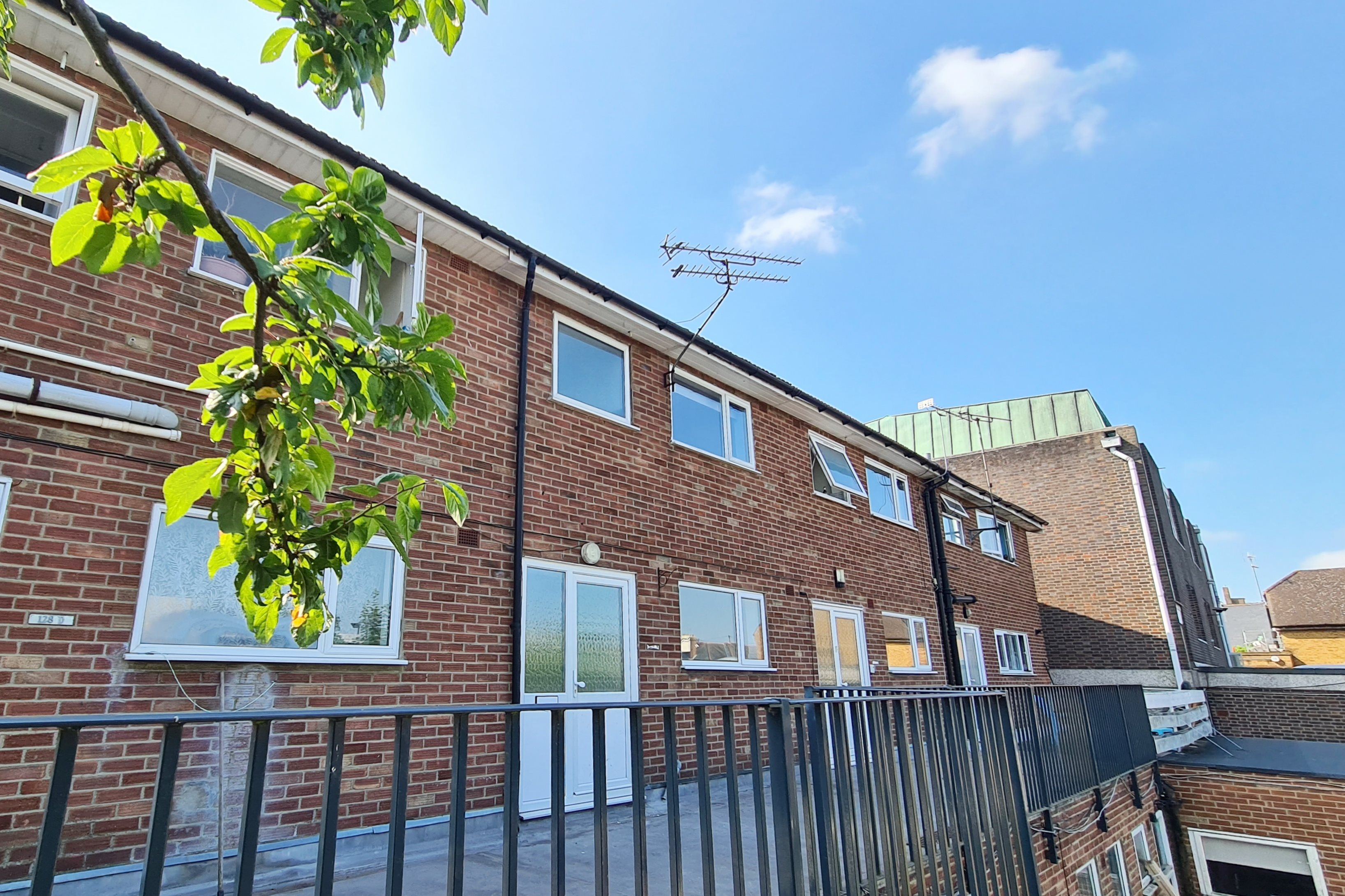 3 bed house to rent in High Street (Common Law Tenancy) (EPC Exempt), Rayleigh - Property Image 1