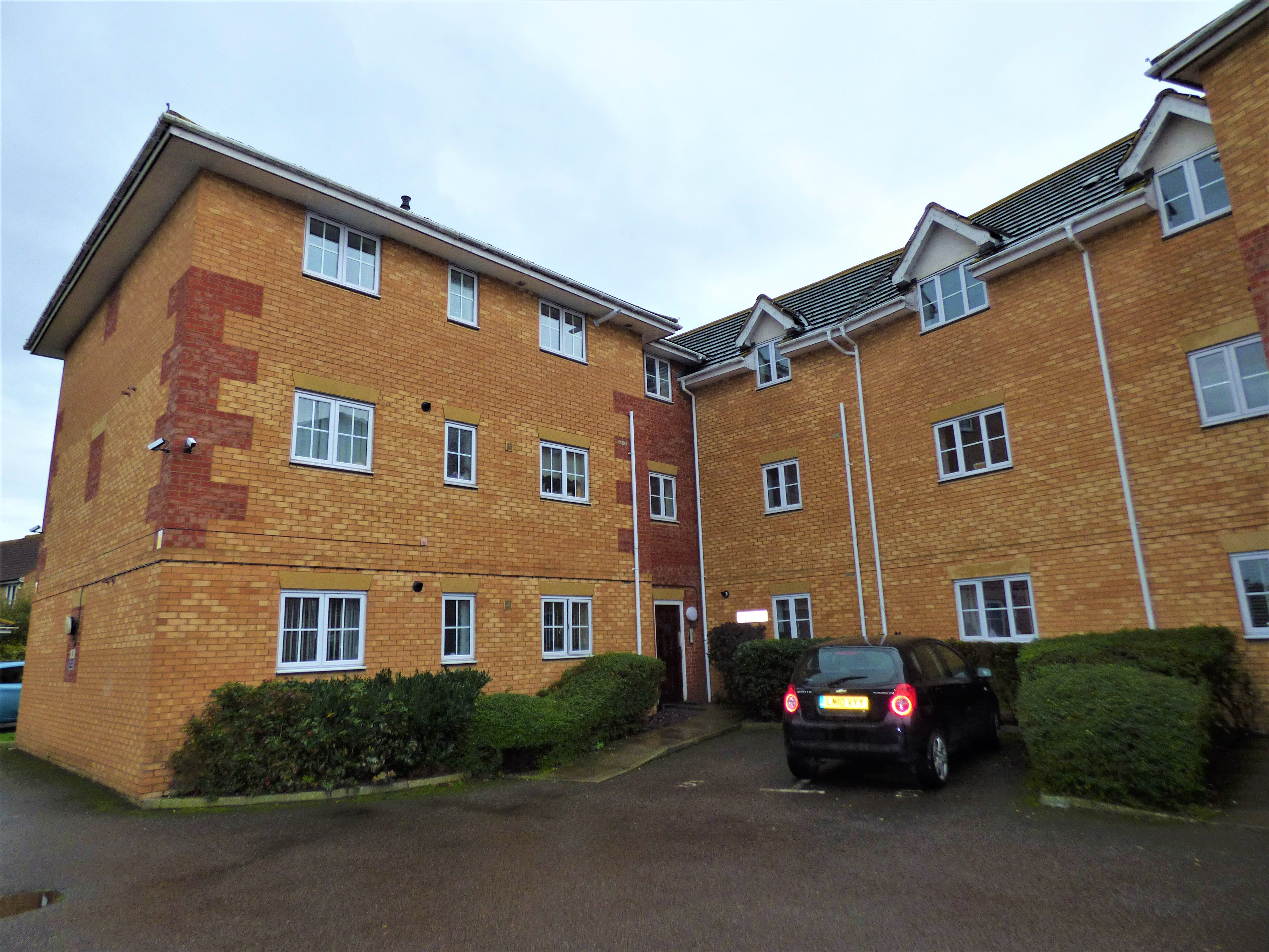 2 bed flat to rent in Pepys Court, Wickford - Property Image 1