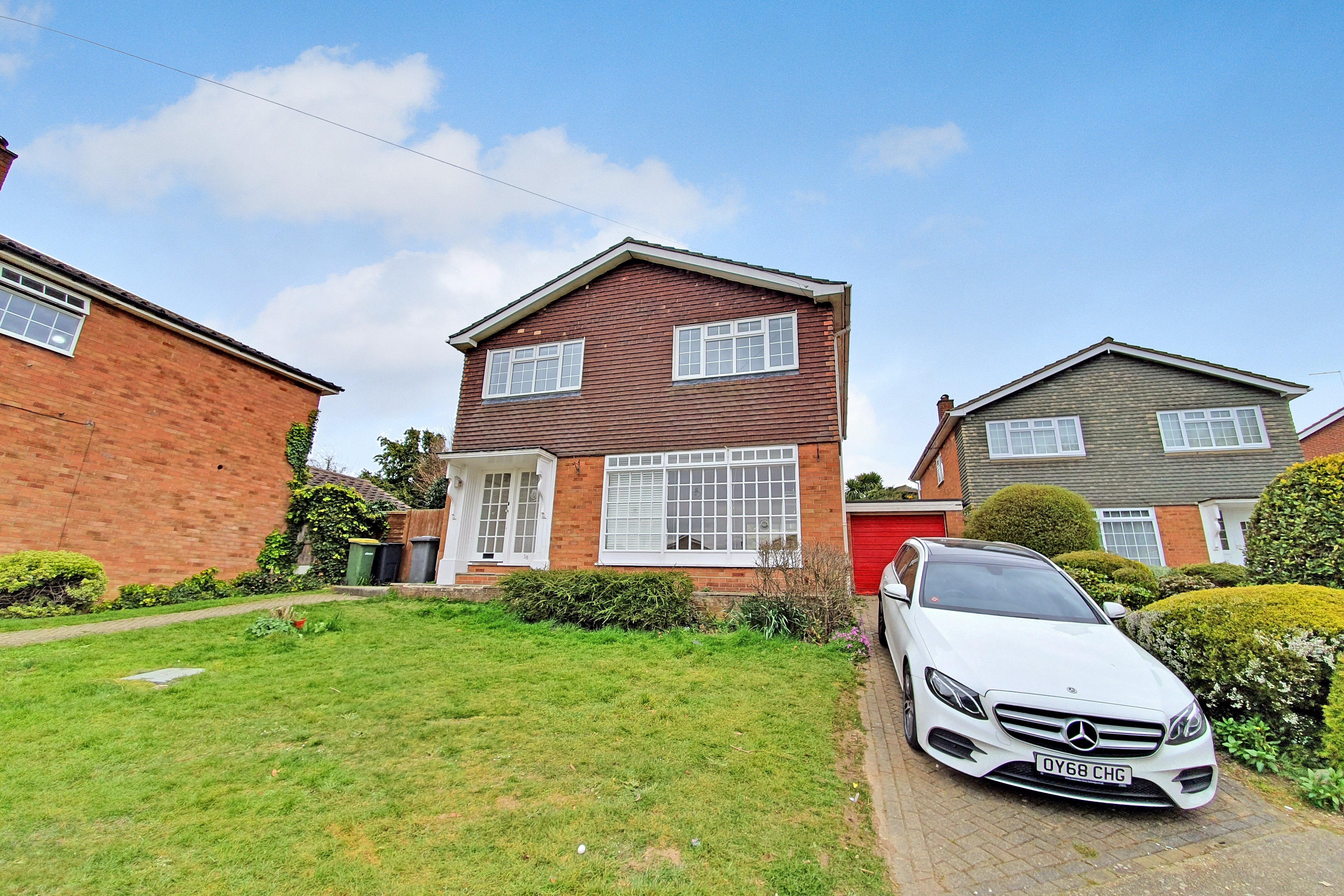 4 bed detached house to rent in Burrows Way, Rayleigh, SS6
