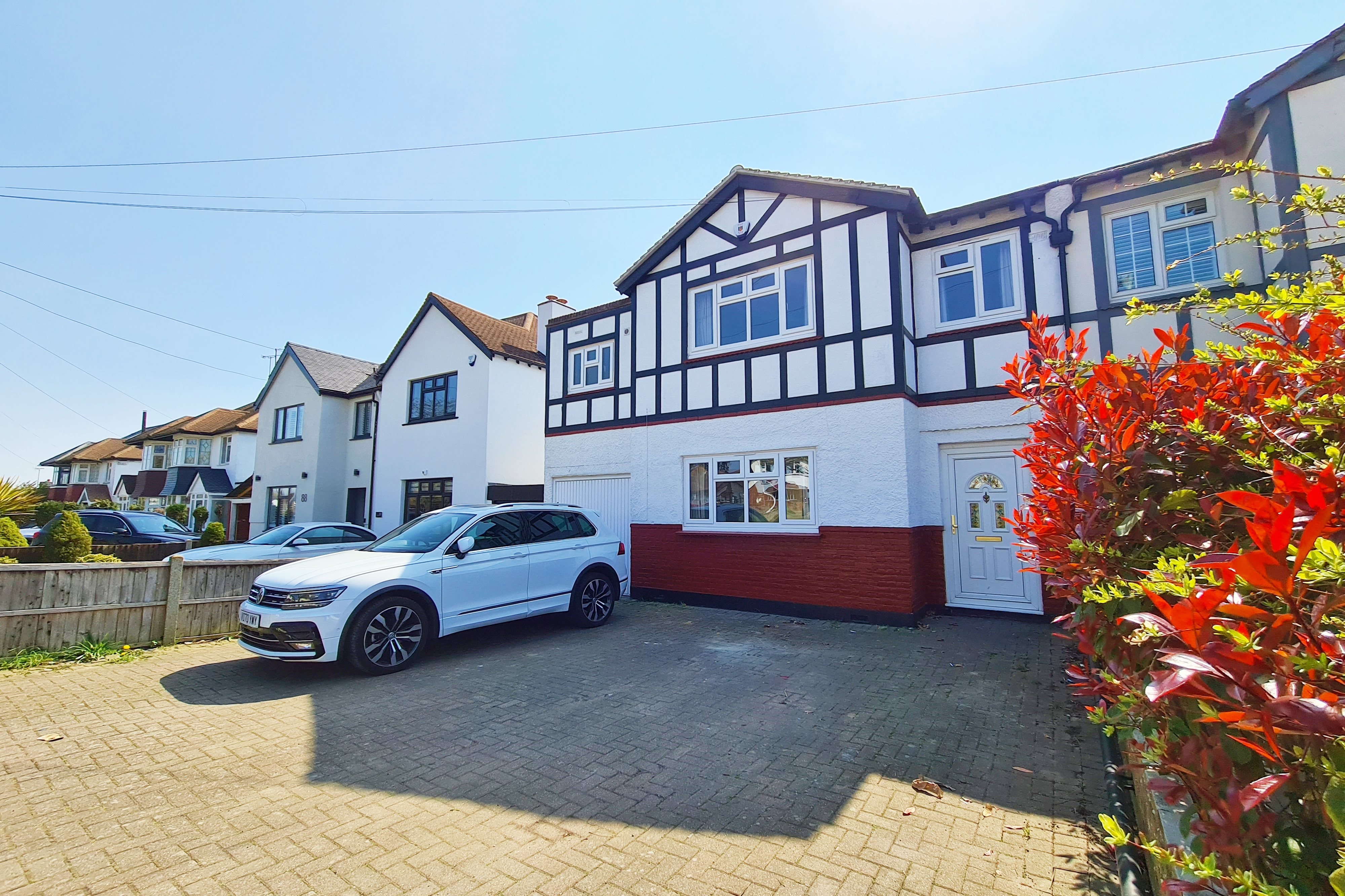4 bed semi-detached house to rent in Blenheim Chase, Leigh-On-Sea  - Property Image 1