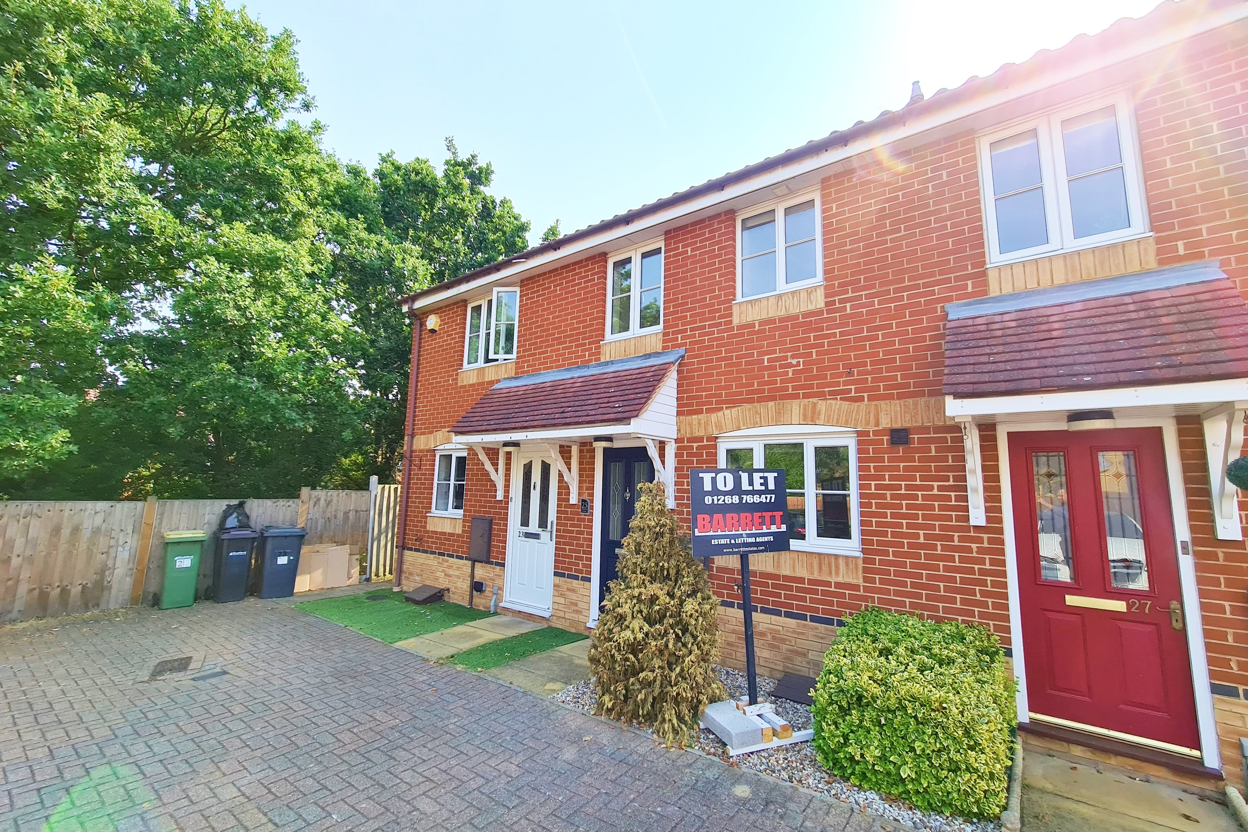 2 bed terraced house to rent in Heron Close, Rayleigh, SS6