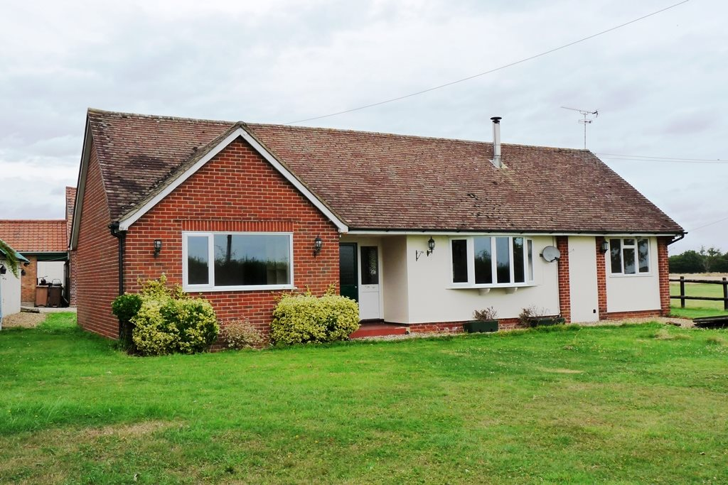 3 bed bungalow to rent in Common Farm, Bicknacre Road - Property Image 1