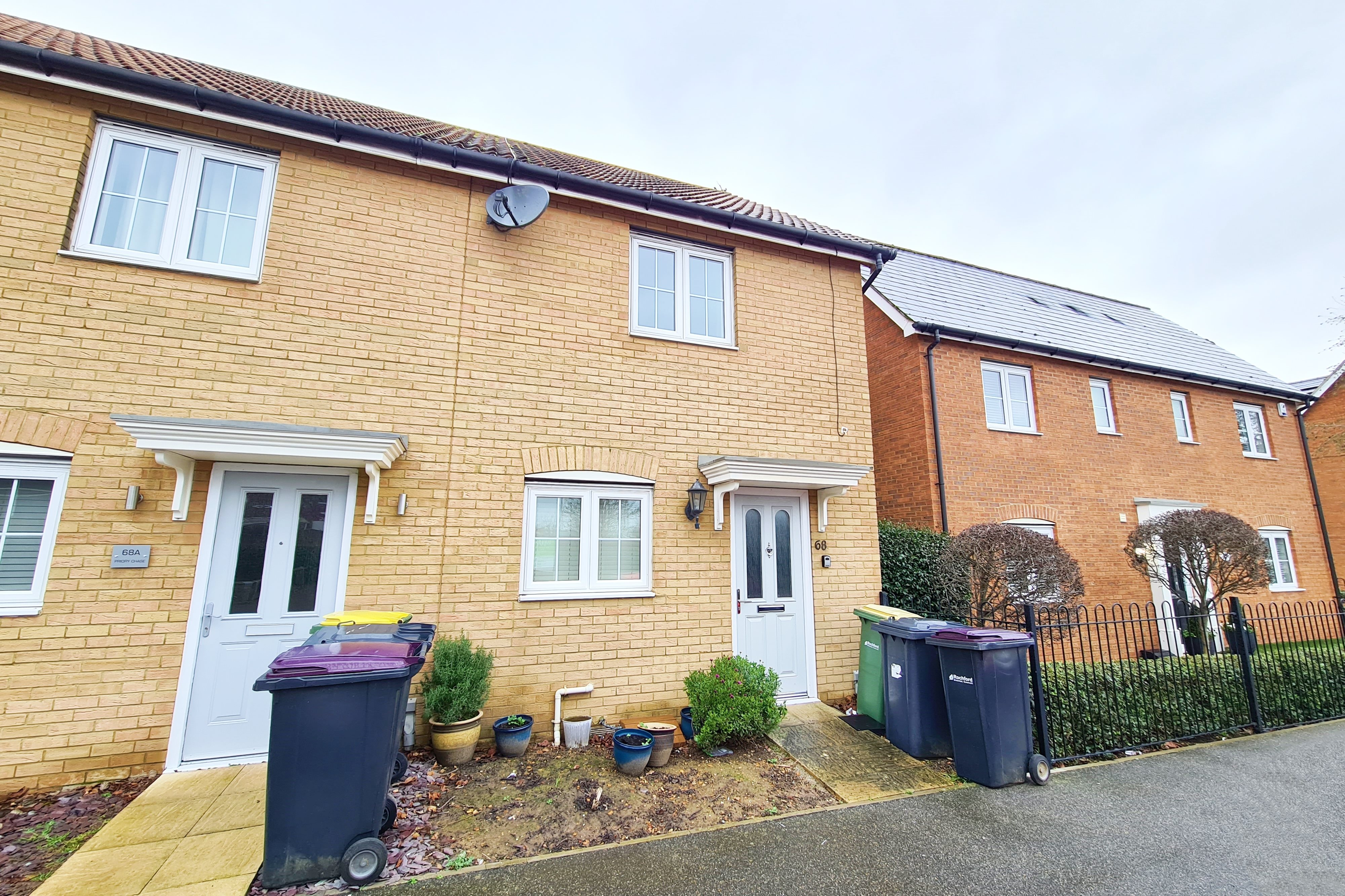 2 bed end of terrace house to rent in Priory Chase, Rayleigh  - Property Image 1