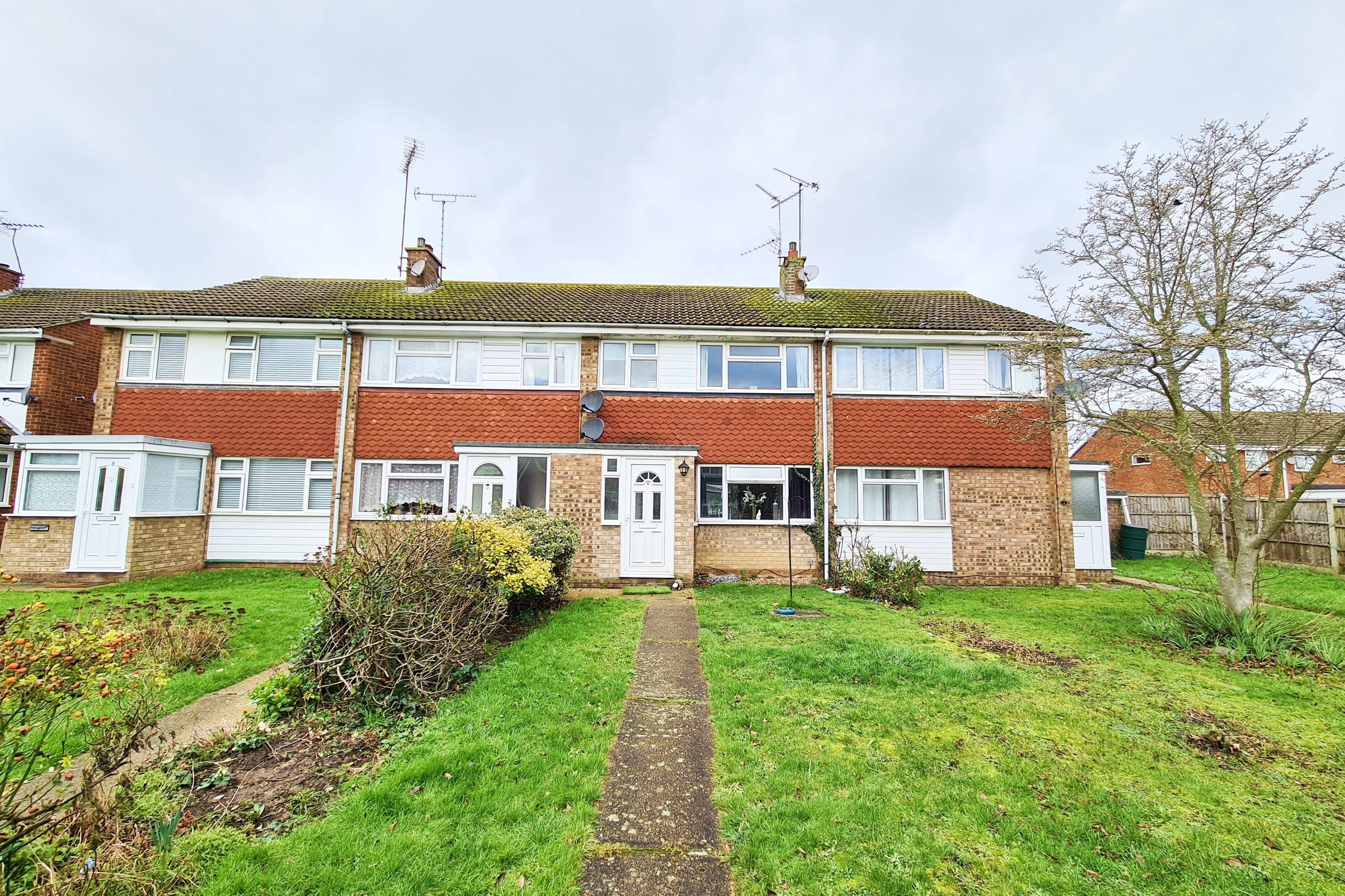 3 bed terraced house to rent in Scotts Walk, Rayleigh, SS6