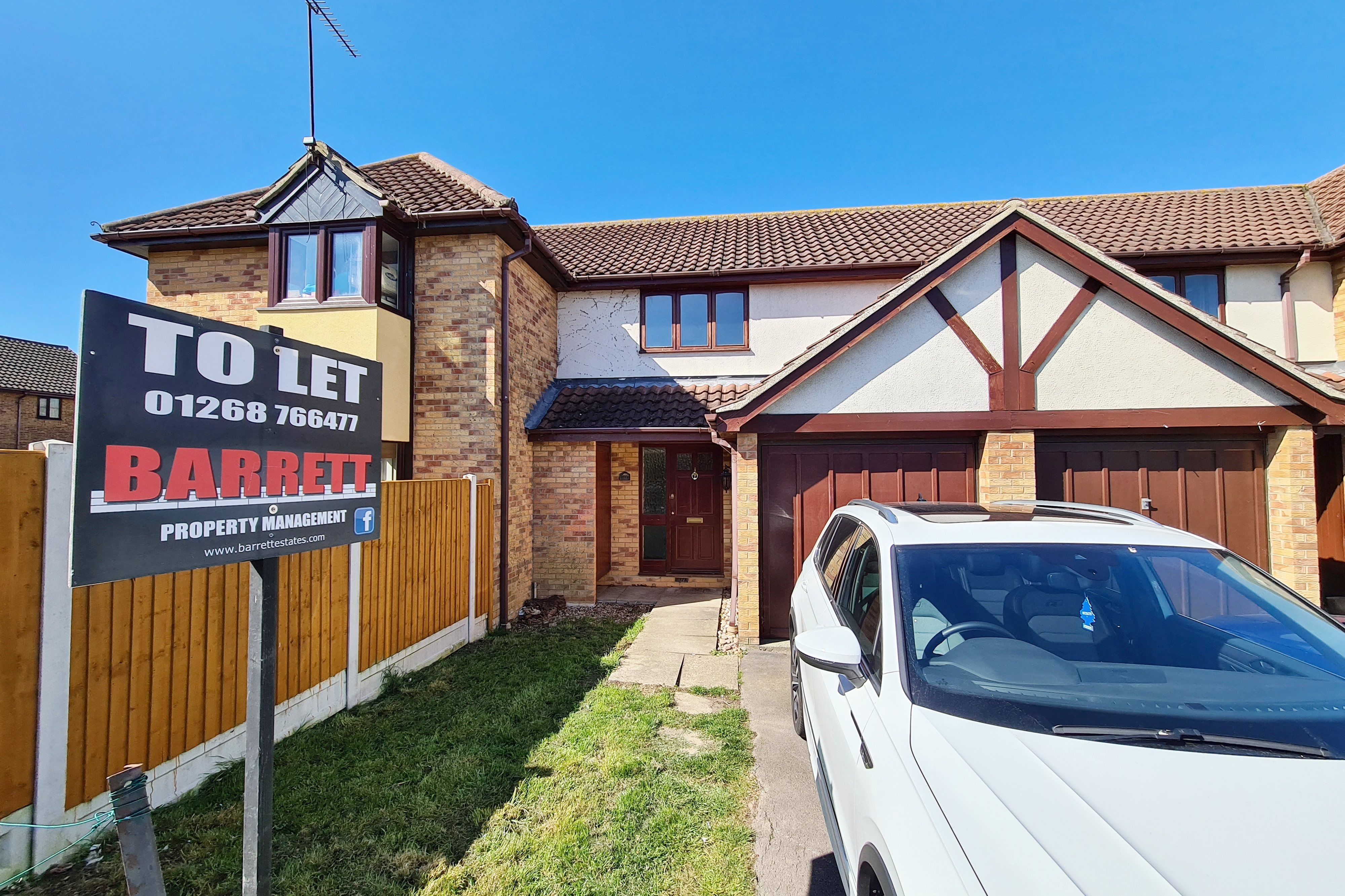 2 bed terraced house to rent in Oakley Avenue, Rayleigh  - Property Image 1