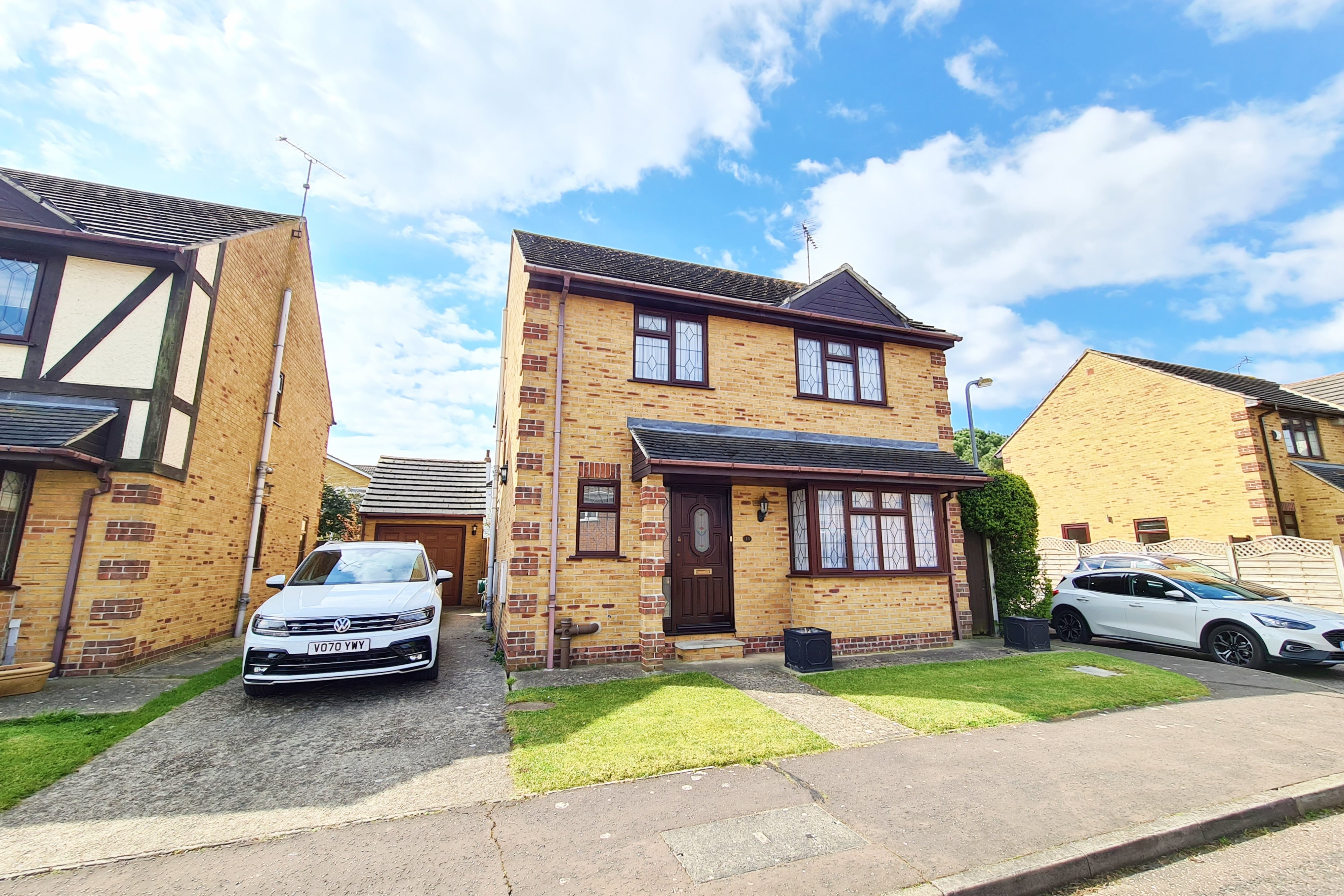 4 bed detached house to rent in The Ramparts, Rayleigh  - Property Image 1