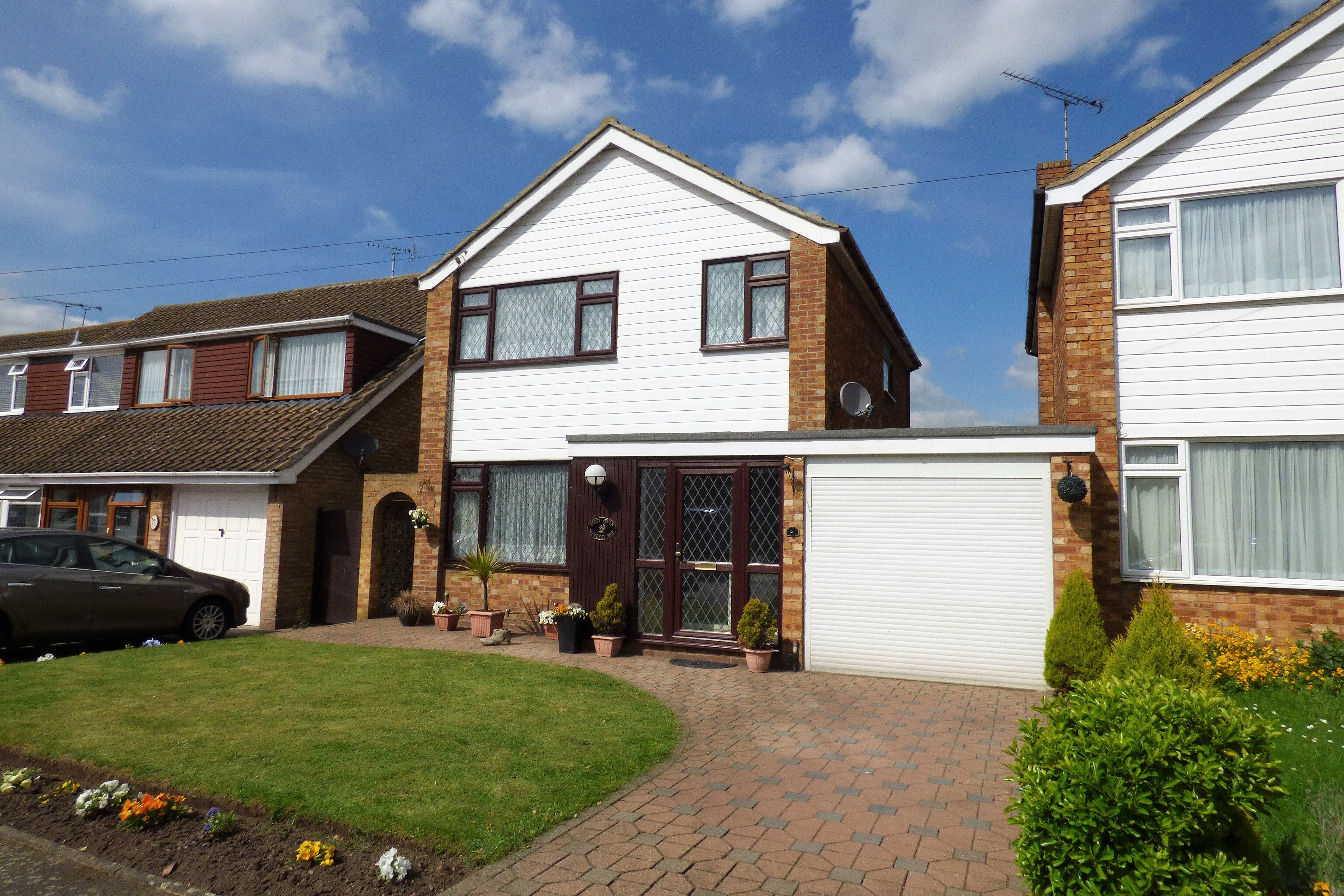 3 bed detached house to rent in Windsor Way, Rayleigh  - Property Image 1