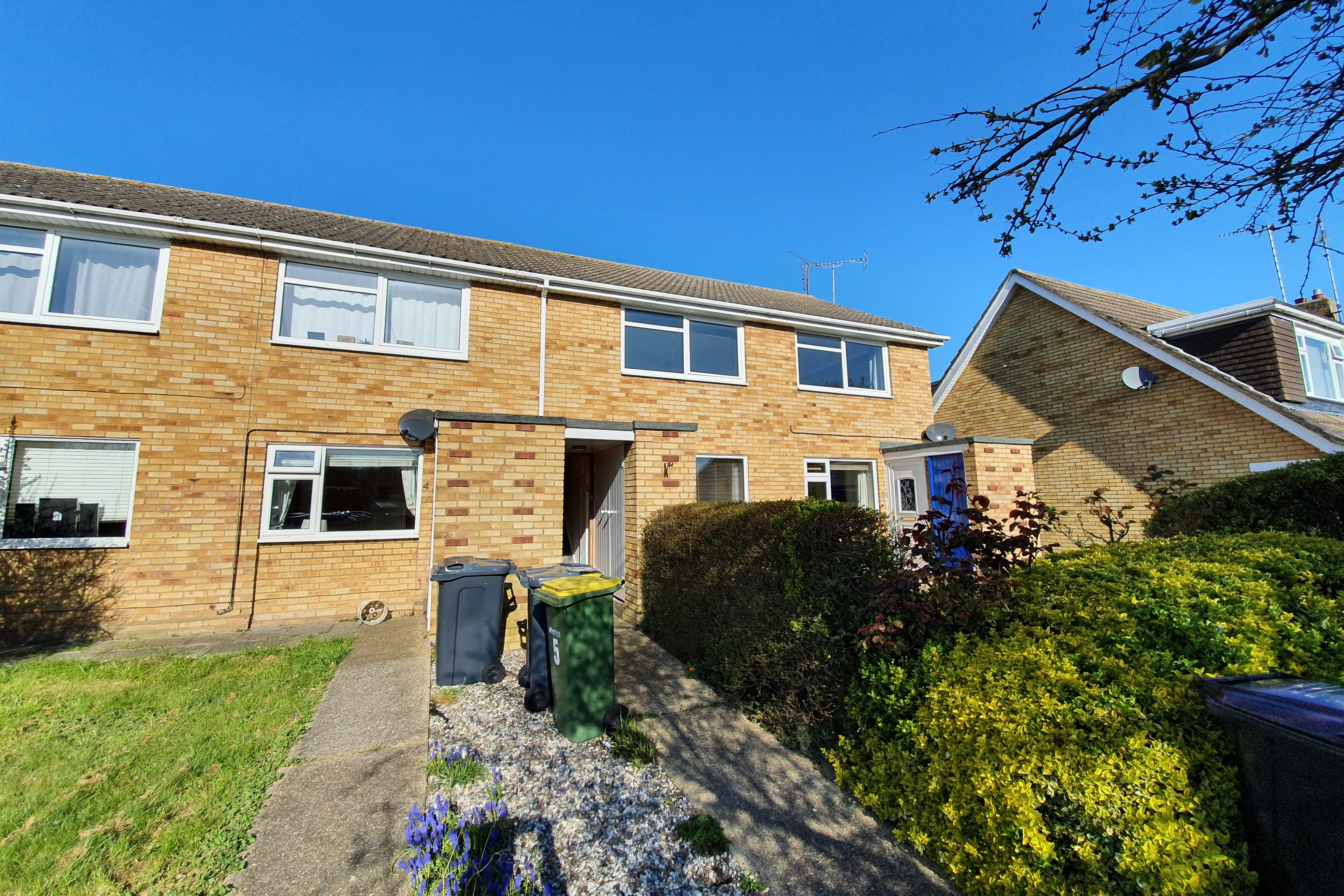 2 bed flat to rent in Walpole Walk, Rayleigh - Property Image 1