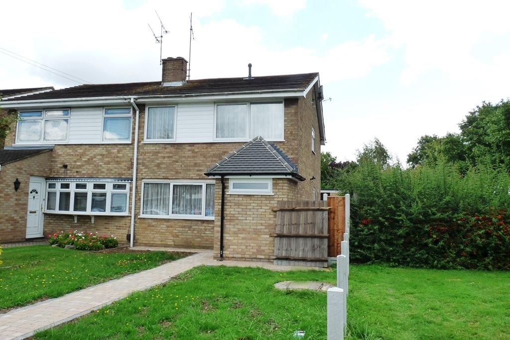 4 bed semi-detached house to rent in Hyde Way (OLD), Wickford, SS12