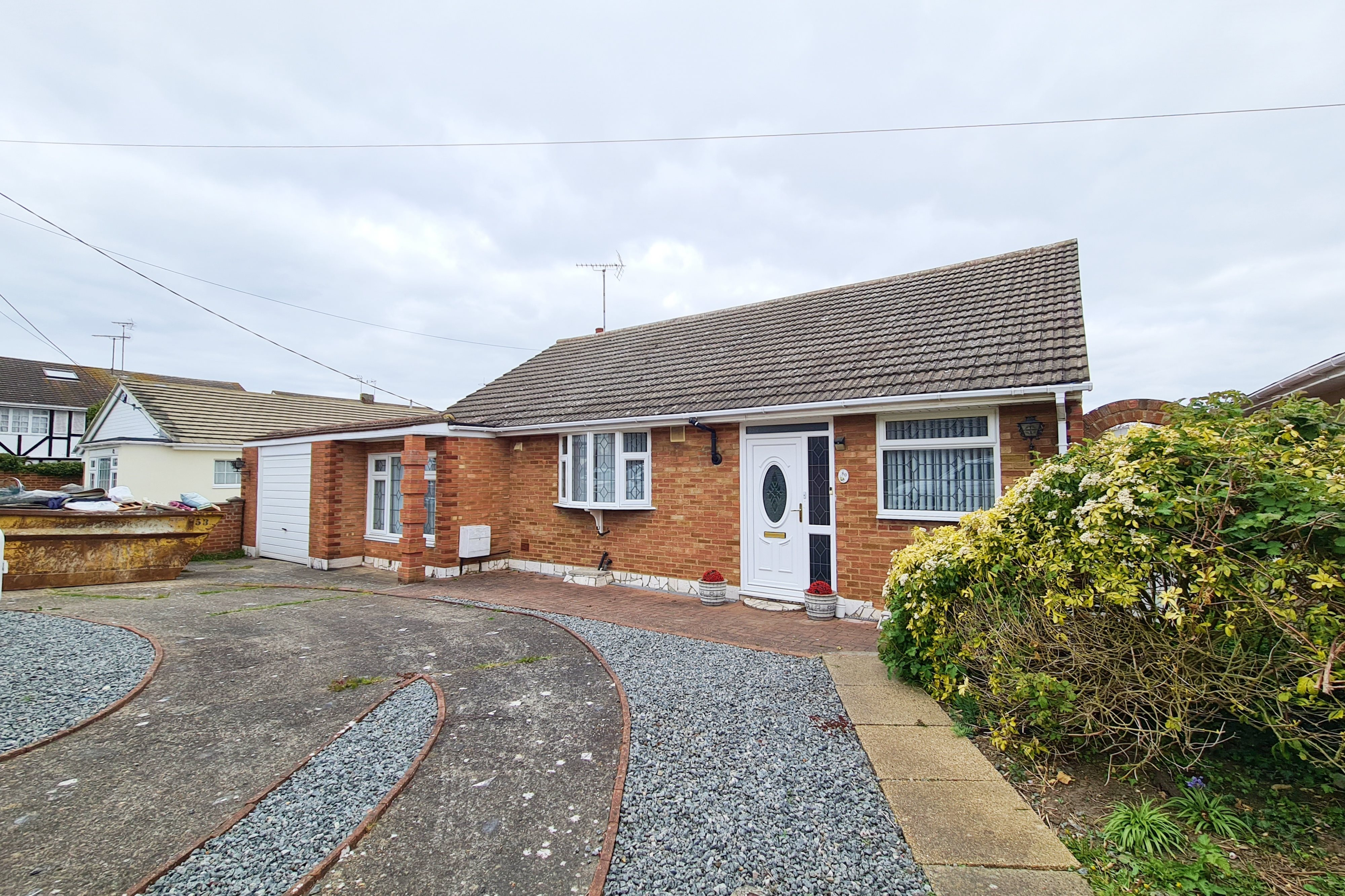 3 bed bungalow to rent in Grasmere Avenue, Hullbridge  - Property Image 1