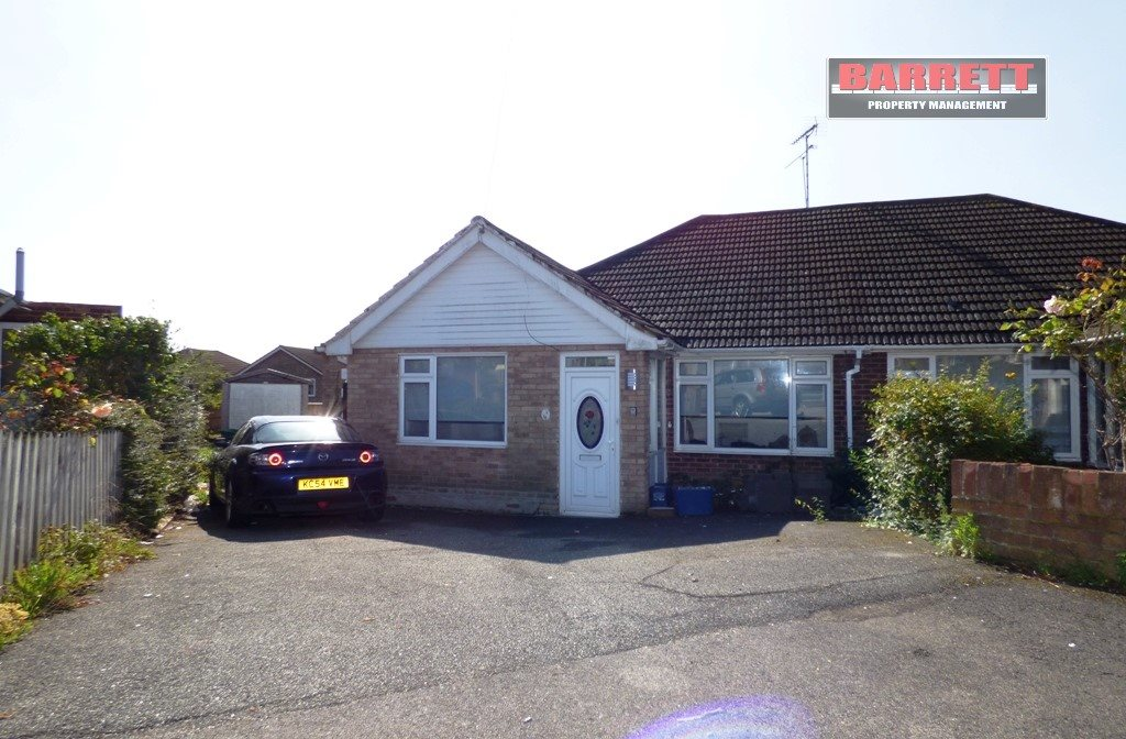 3 bed semi-detached bungalow to rent in Eastwood, Leigh-on-sea, SS9
