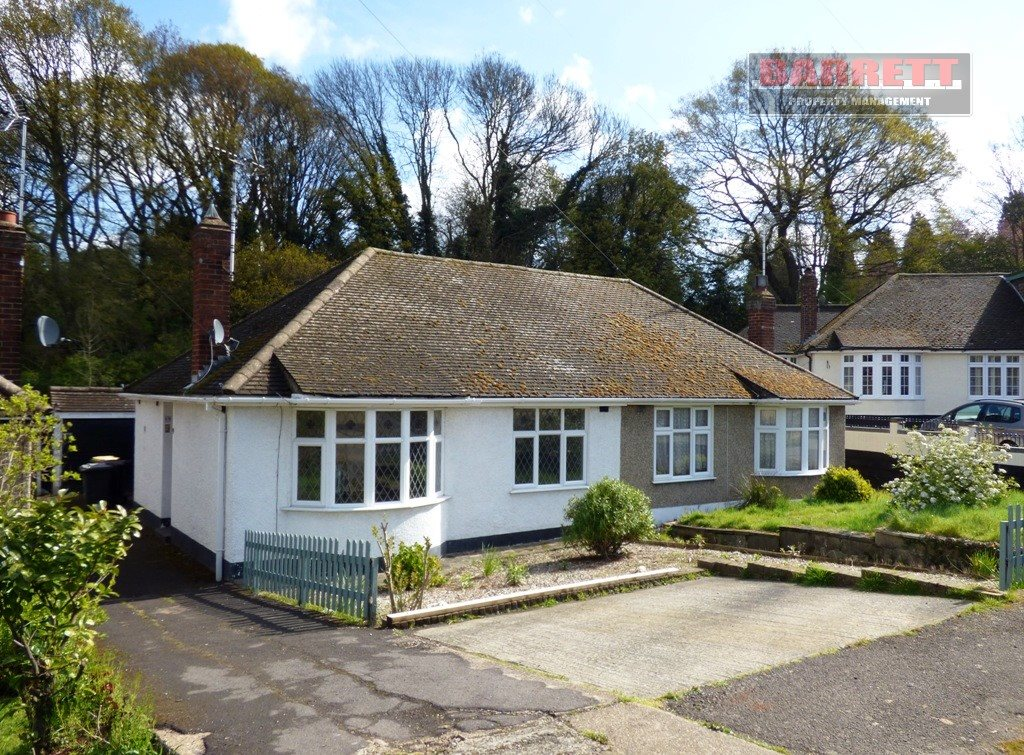 2 bed semi-detached bungalow to rent in Mendip Close, Rayleigh, SS6