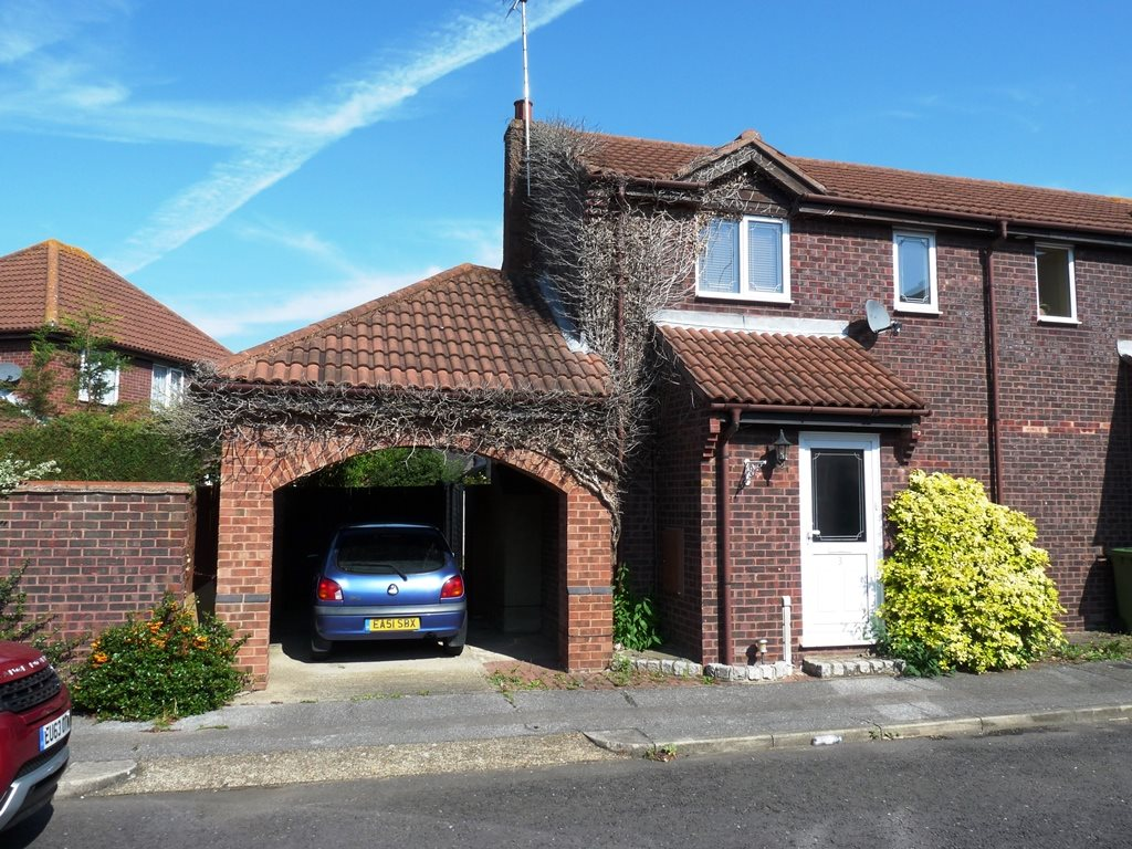 1 bed end of terrace house to rent in Kenley Close, Wickford - Property Image 1