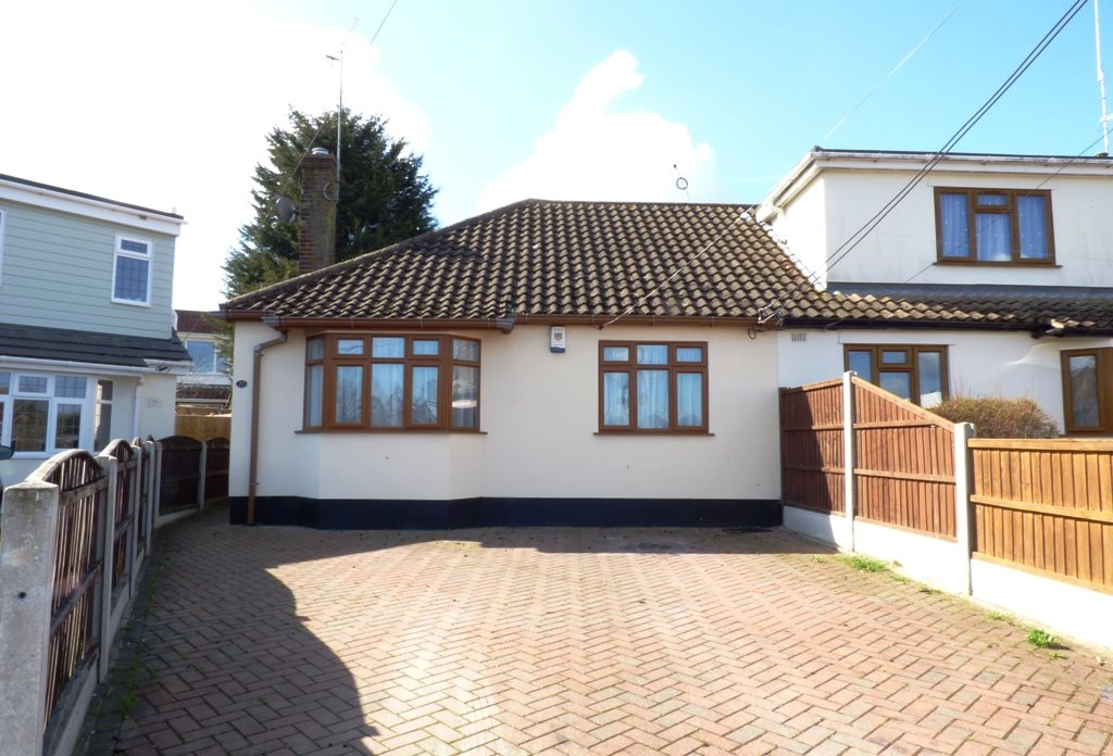 2 bed semi-detached bungalow to rent in Brocksford Avenue, Rayleigh, SS6